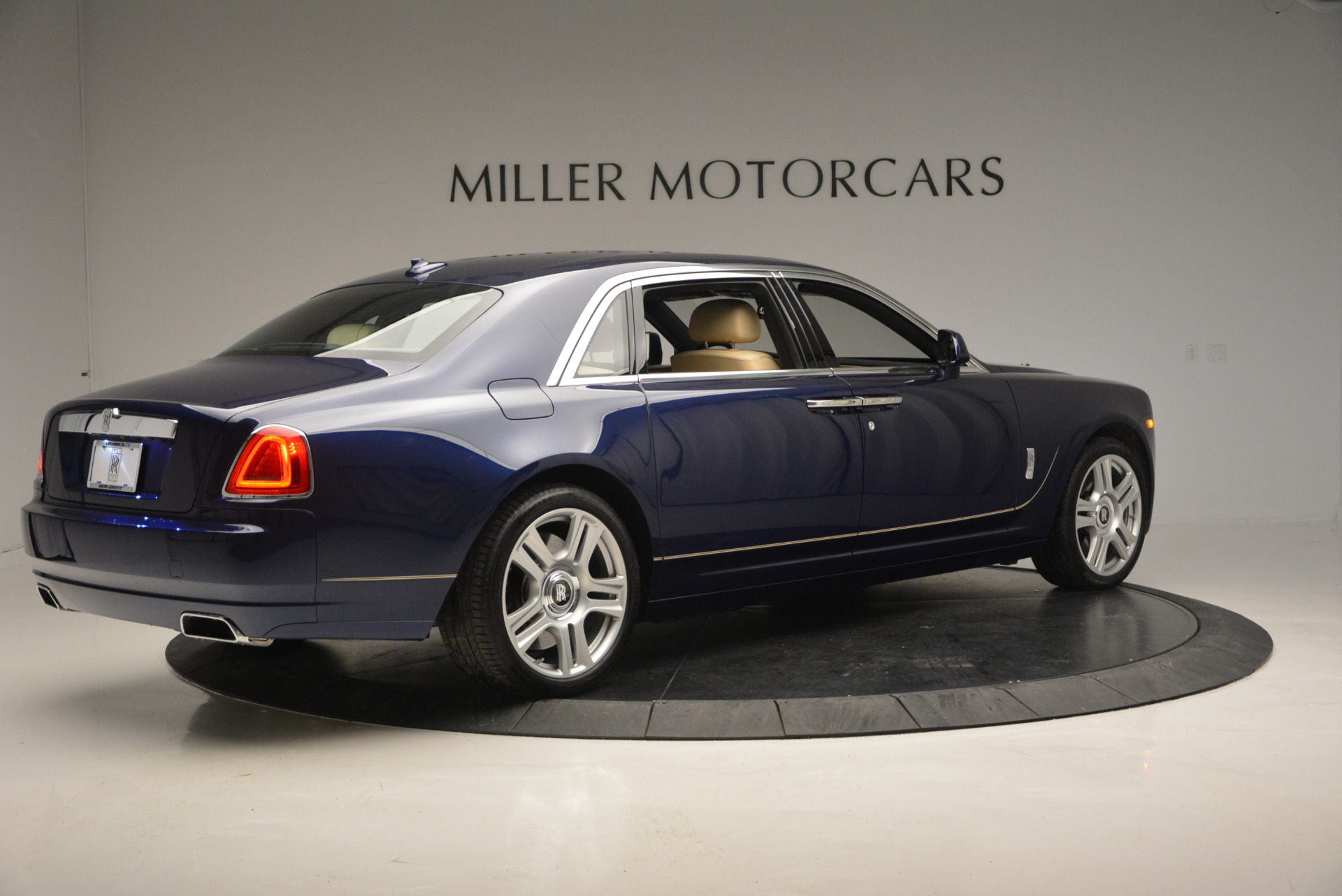 Used 2016 Rolls-Royce Ghost EWB For Sale In Greenwich, CT. Alfa Romeo of Greenwich, R396 746_p8