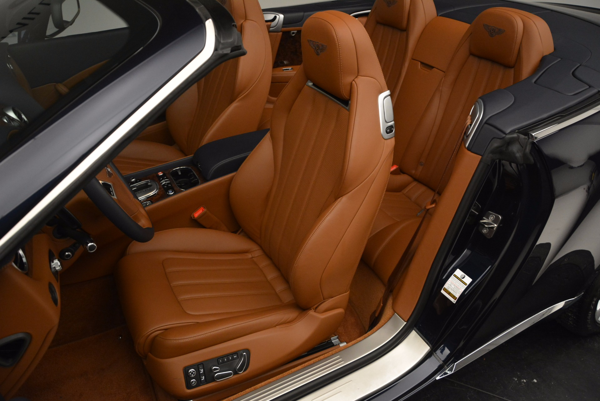 Used 2014 Bentley Continental GT V8 For Sale In Greenwich, CT. Alfa Romeo of Greenwich, 7123 754_p33