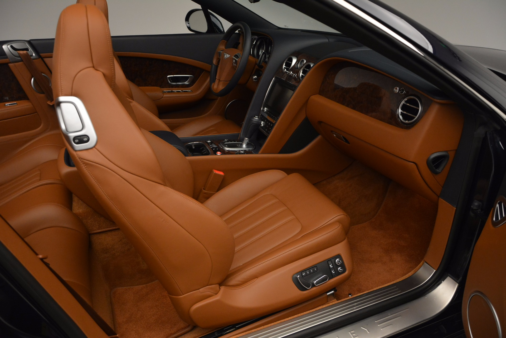 Used 2014 Bentley Continental GT V8 For Sale In Greenwich, CT. Alfa Romeo of Greenwich, 7123 754_p44
