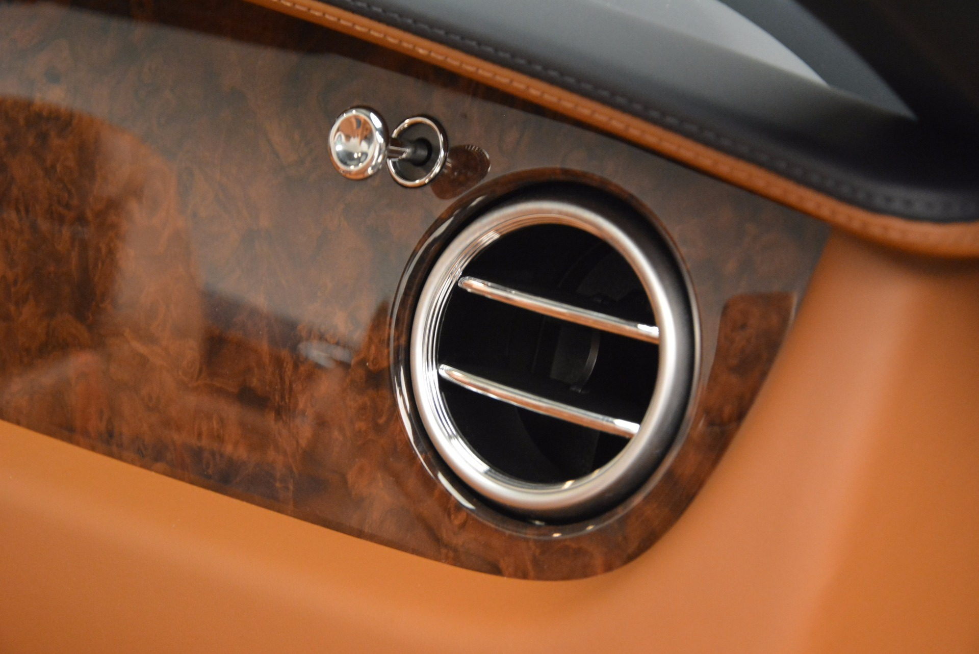 Used 2014 Bentley Continental GT V8 For Sale In Greenwich, CT. Alfa Romeo of Greenwich, 7123 754_p46
