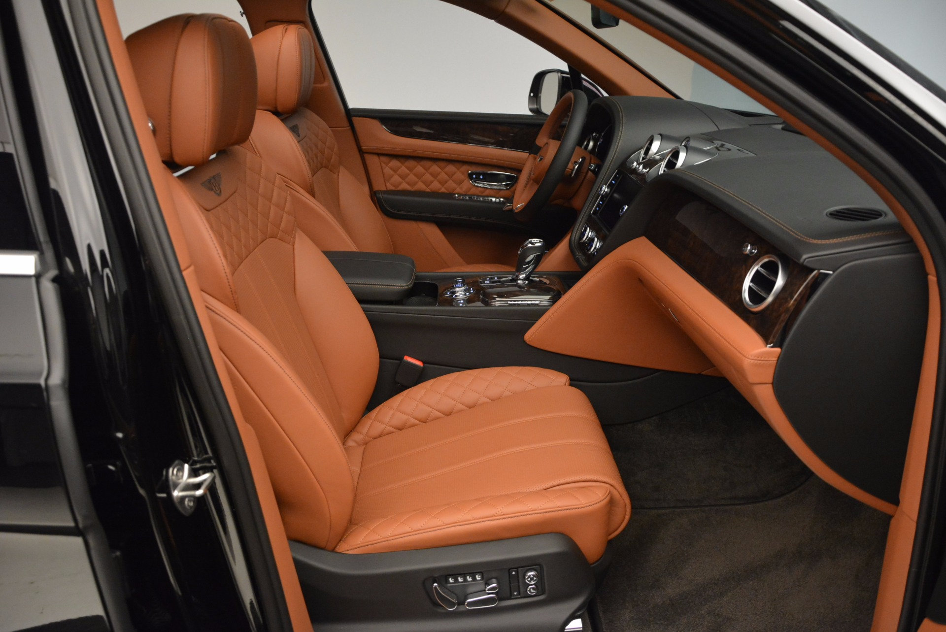 New 2017 Bentley Bentayga  For Sale In Greenwich, CT. Alfa Romeo of Greenwich, B1215 757_p43