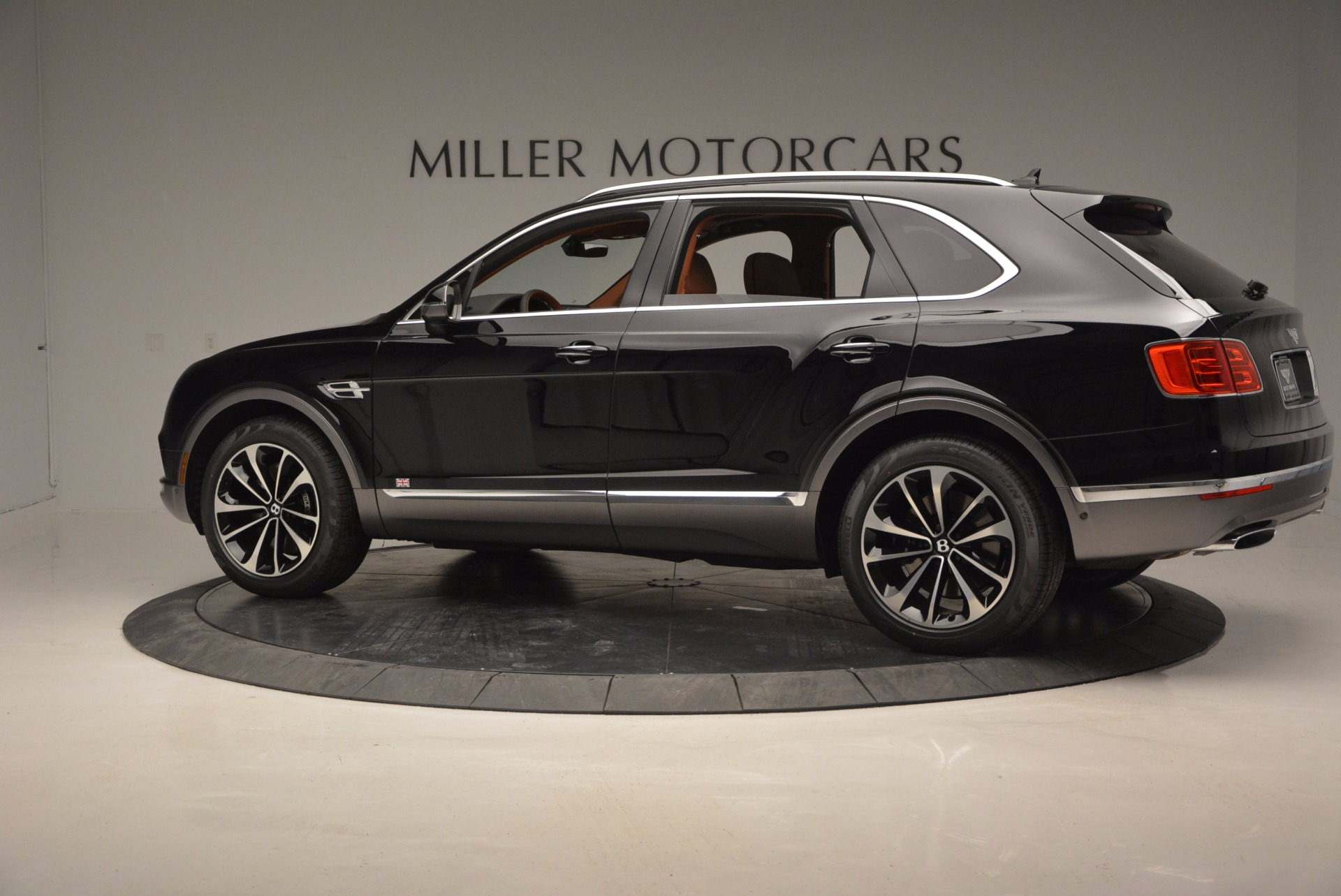 New 2017 Bentley Bentayga  For Sale In Greenwich, CT. Alfa Romeo of Greenwich, B1215 757_p4