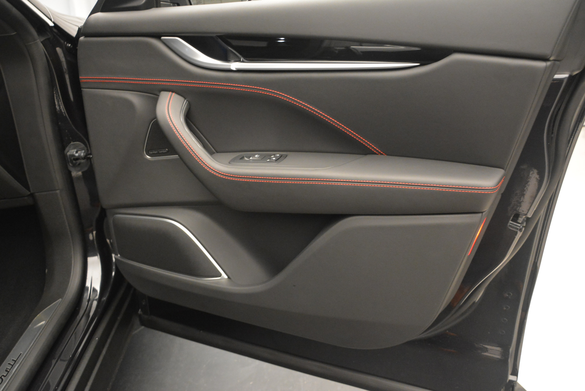 New 2017 Maserati Levante  For Sale In Greenwich, CT. Alfa Romeo of Greenwich, M1754 775_p22