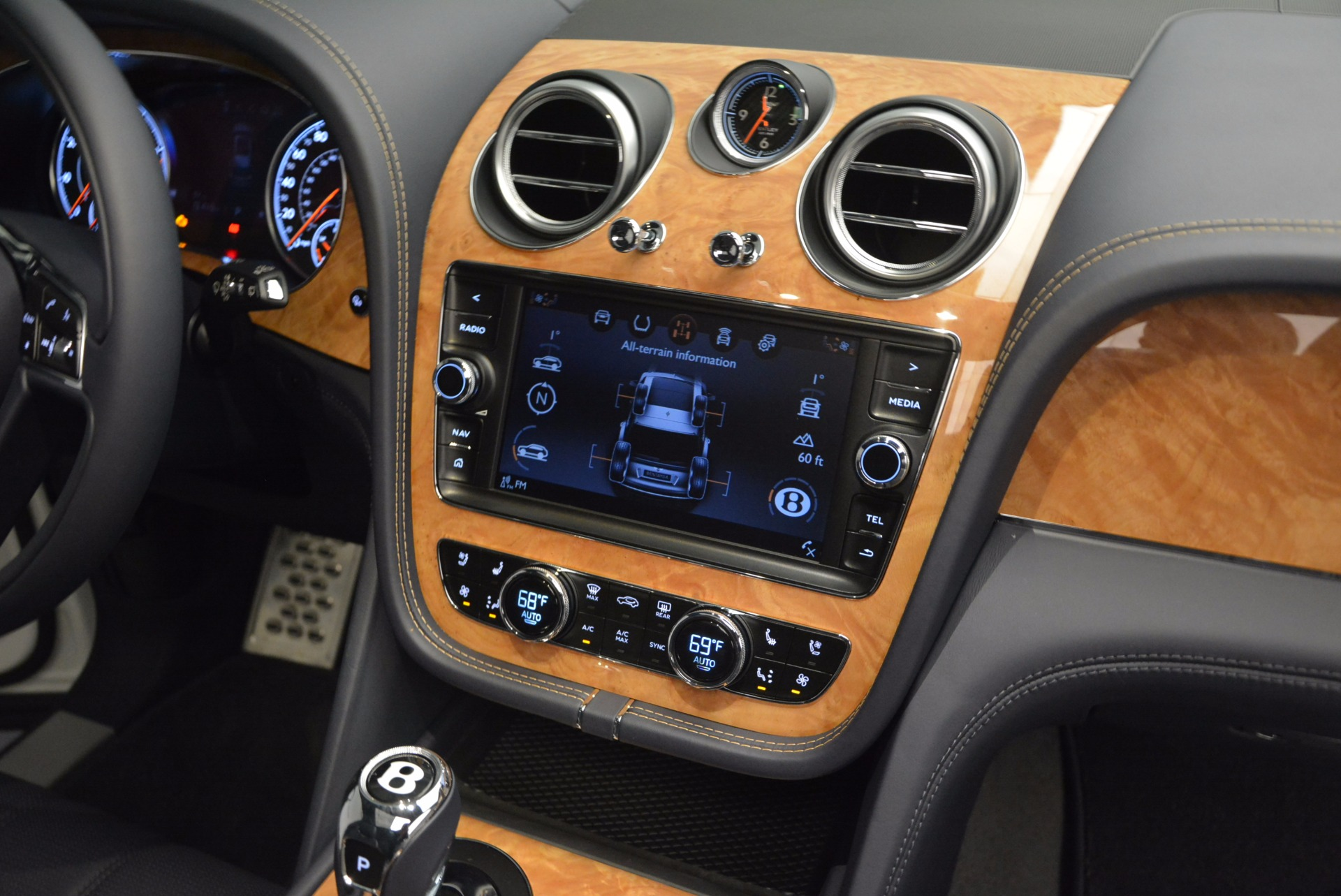 New 2017 Bentley Bentayga  For Sale In Greenwich, CT. Alfa Romeo of Greenwich, B1218 794_p47