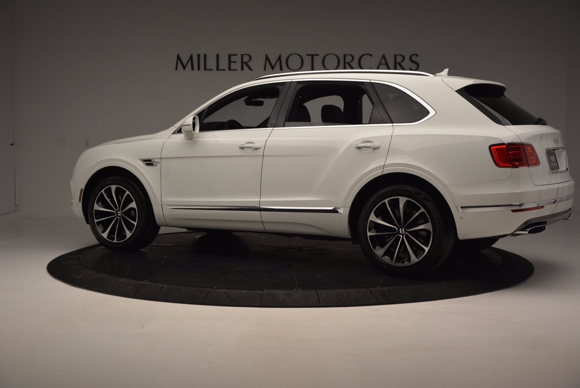 New 2017 Bentley Bentayga  For Sale In Greenwich, CT. Alfa Romeo of Greenwich, B1218 794_p4