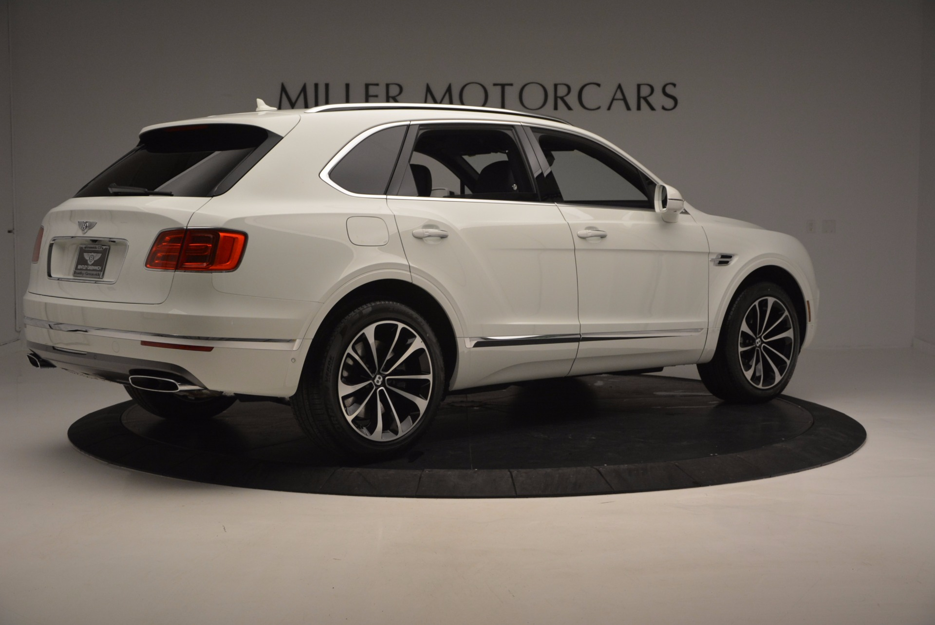 New 2017 Bentley Bentayga  For Sale In Greenwich, CT. Alfa Romeo of Greenwich, B1218 794_p8