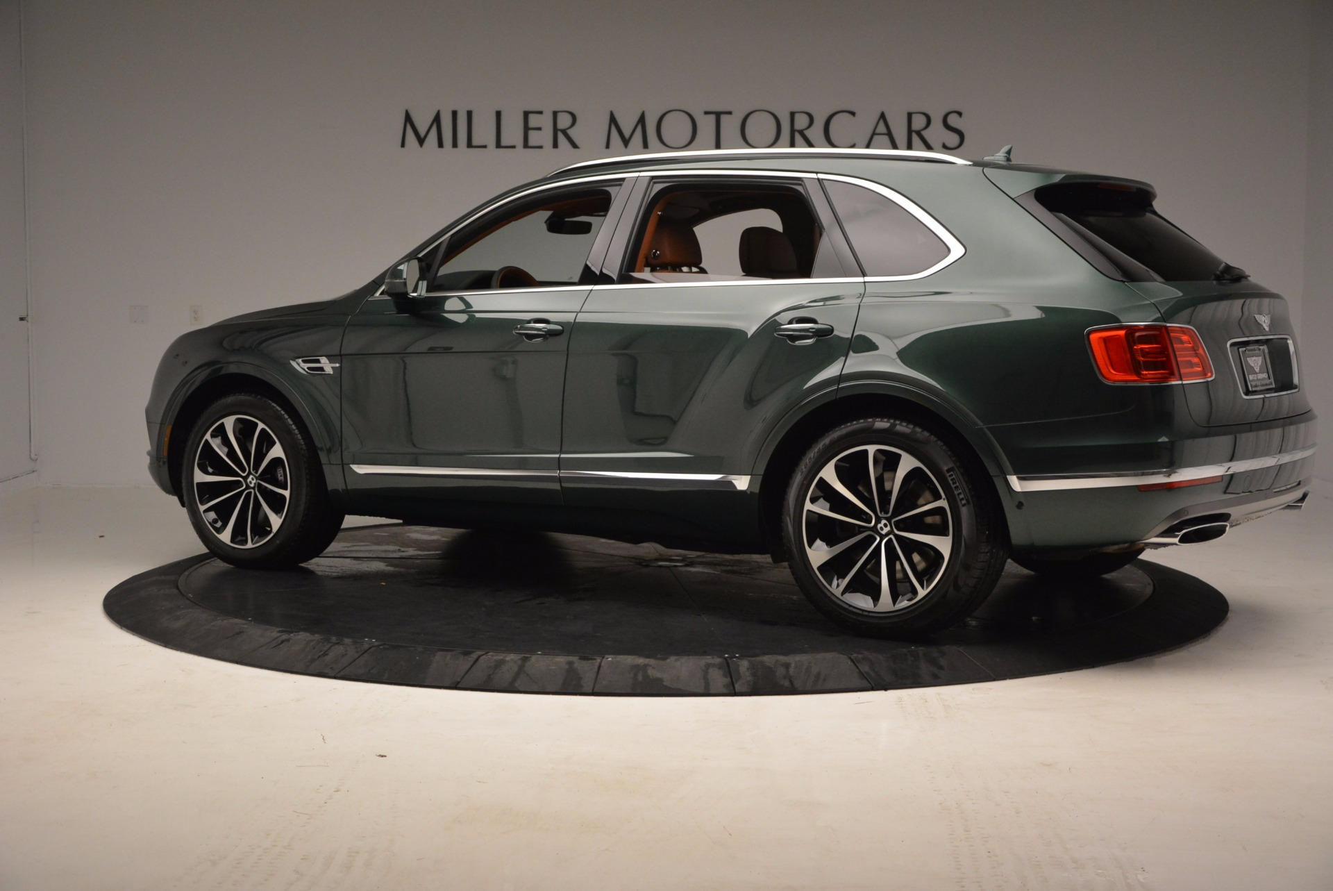 New 2017 Bentley Bentayga  For Sale In Greenwich, CT. Alfa Romeo of Greenwich, B1222 796_p4