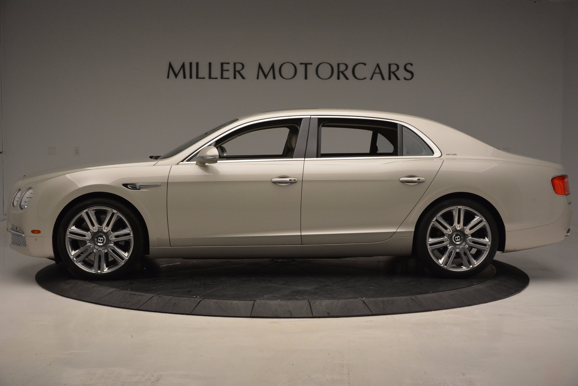 Used 2016 Bentley Flying Spur W12  For Sale In Greenwich, CT. Alfa Romeo of Greenwich, B1165A 804_p3