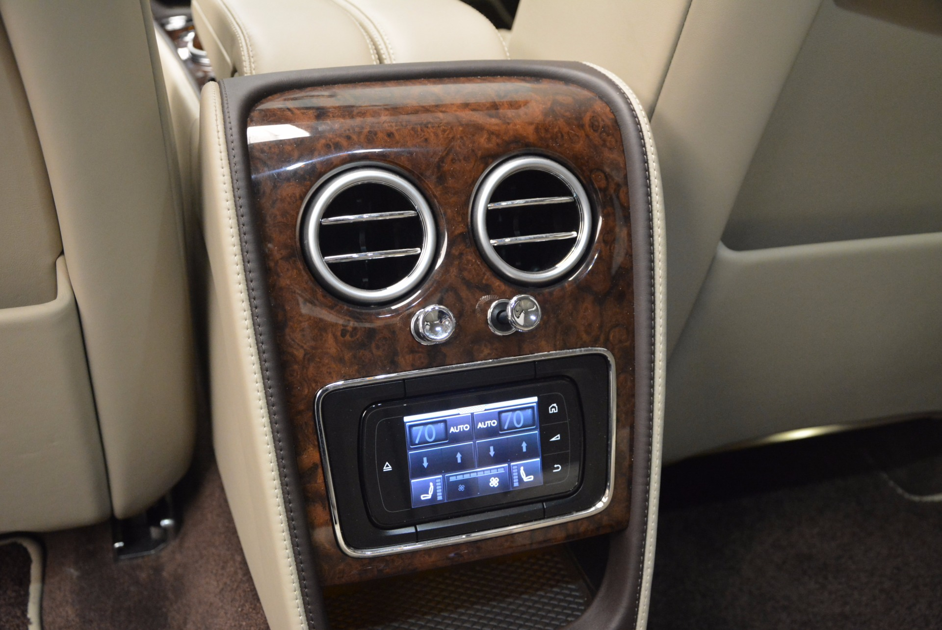 Used 2016 Bentley Flying Spur W12  For Sale In Greenwich, CT. Alfa Romeo of Greenwich, B1165A 804_p40