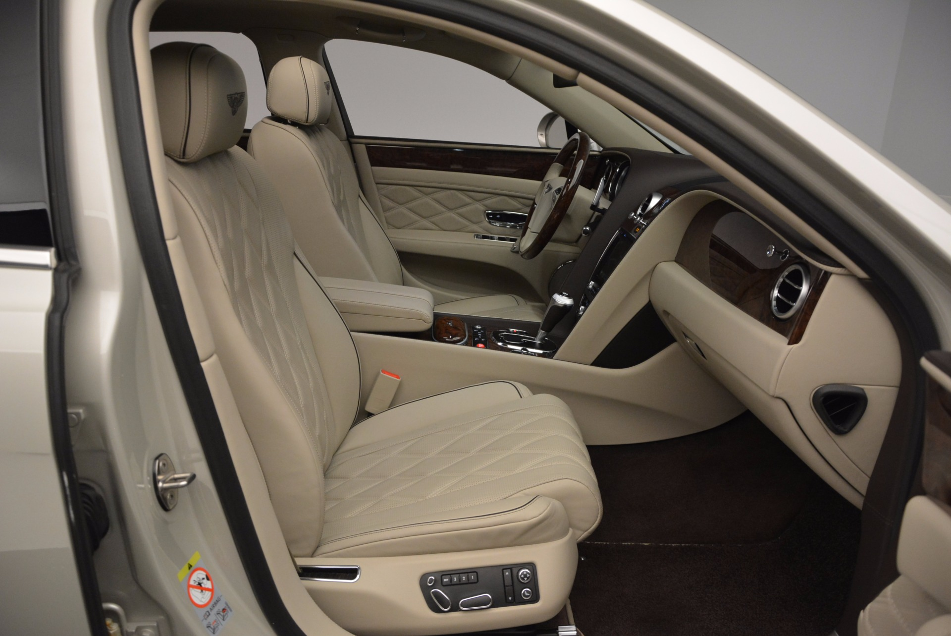 Used 2016 Bentley Flying Spur W12  For Sale In Greenwich, CT. Alfa Romeo of Greenwich, B1165A 804_p46