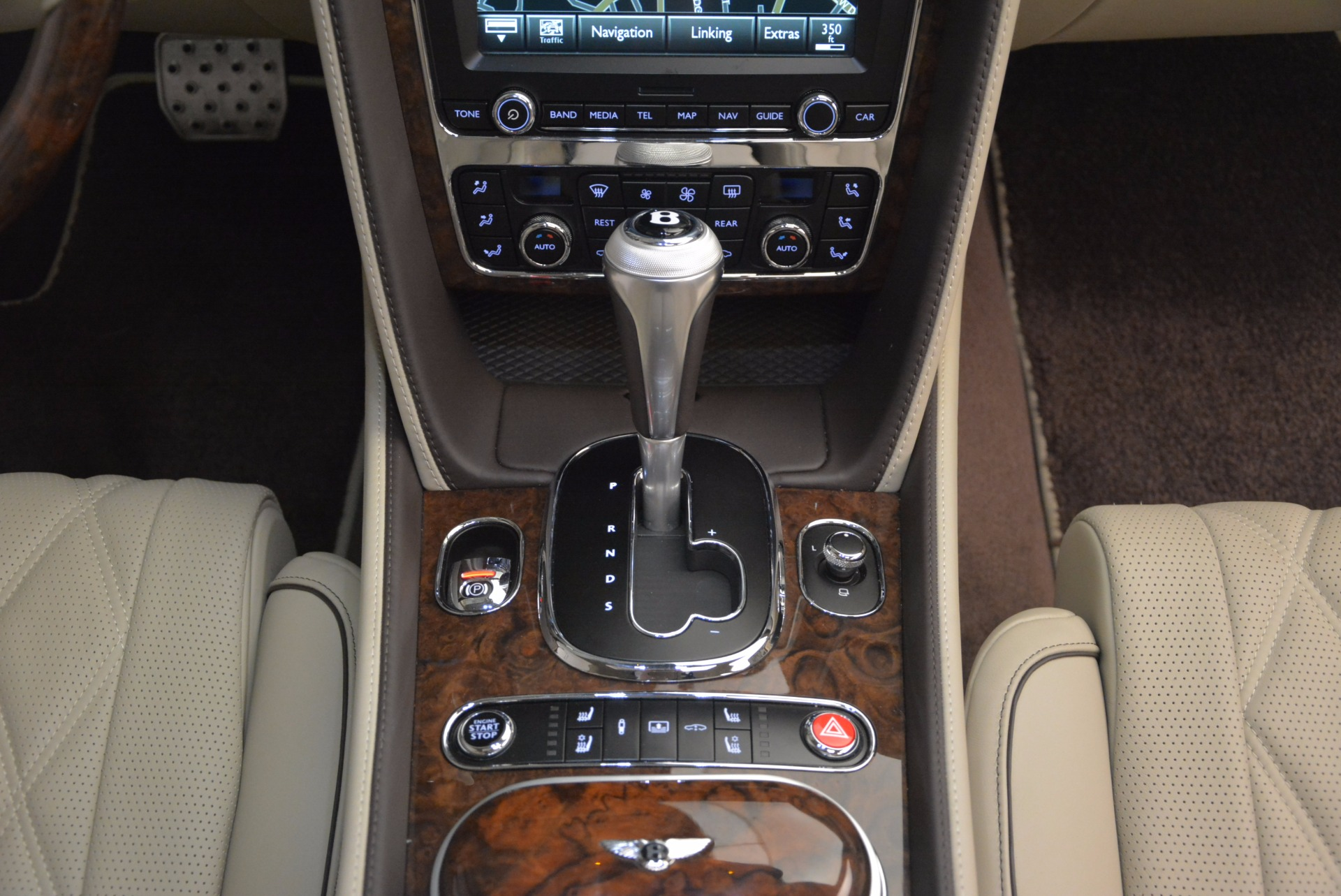 Used 2016 Bentley Flying Spur W12  For Sale In Greenwich, CT. Alfa Romeo of Greenwich, B1165A 804_p57