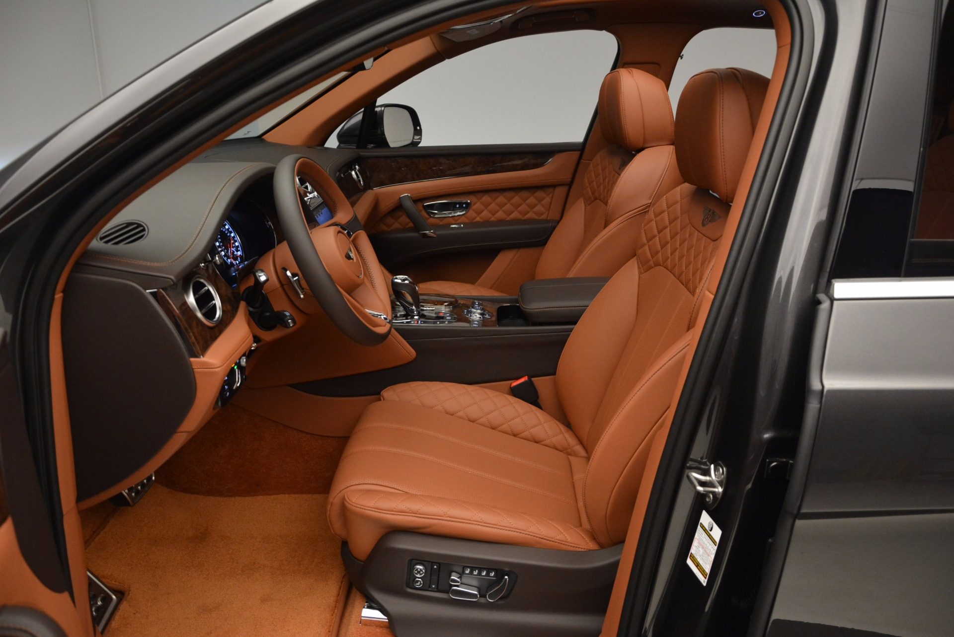 New 2017 Bentley Bentayga  For Sale In Greenwich, CT. Alfa Romeo of Greenwich, B1219 852_p25