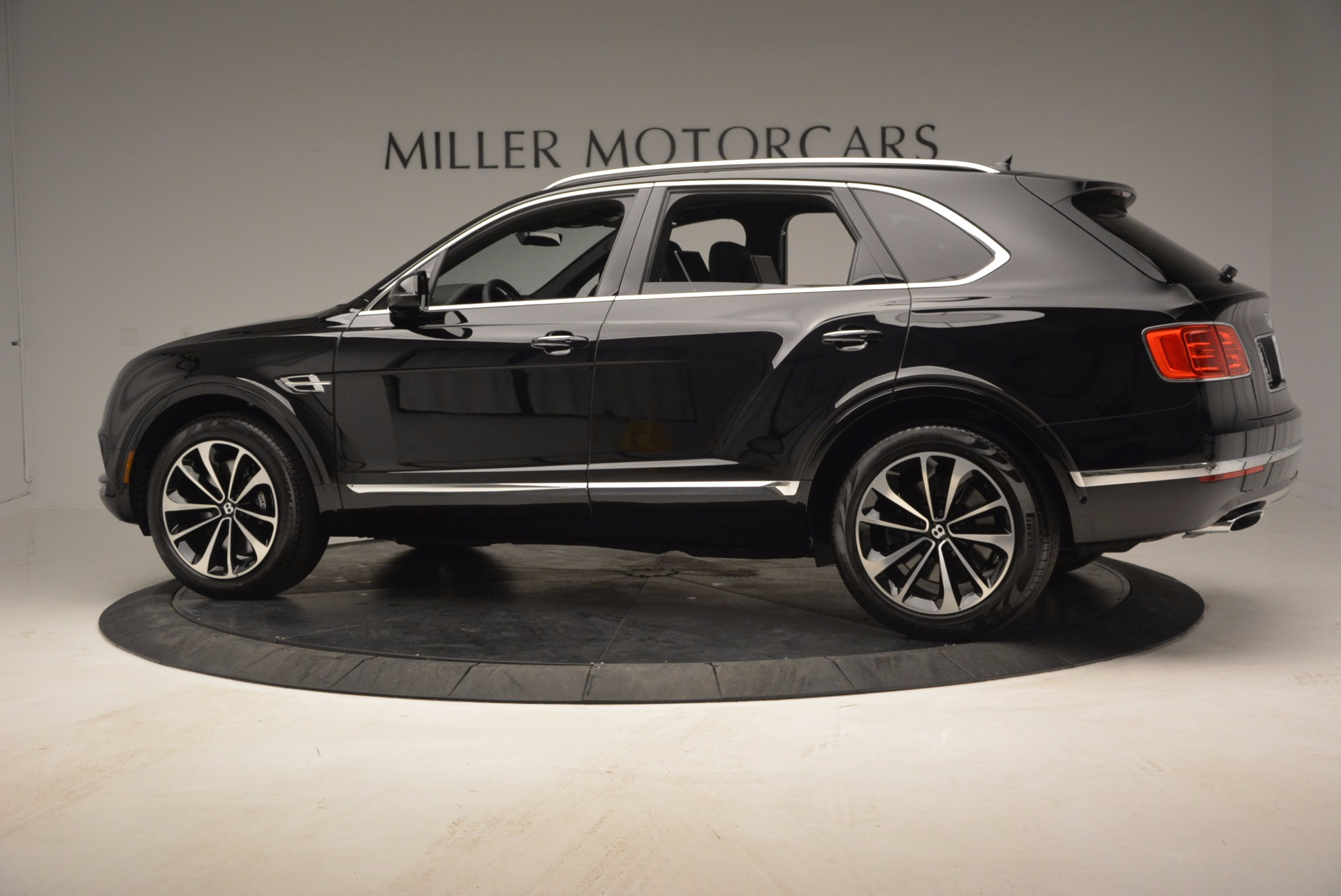 Used 2017 Bentley Bentayga  For Sale In Greenwich, CT. Alfa Romeo of Greenwich, B1210 853_p4