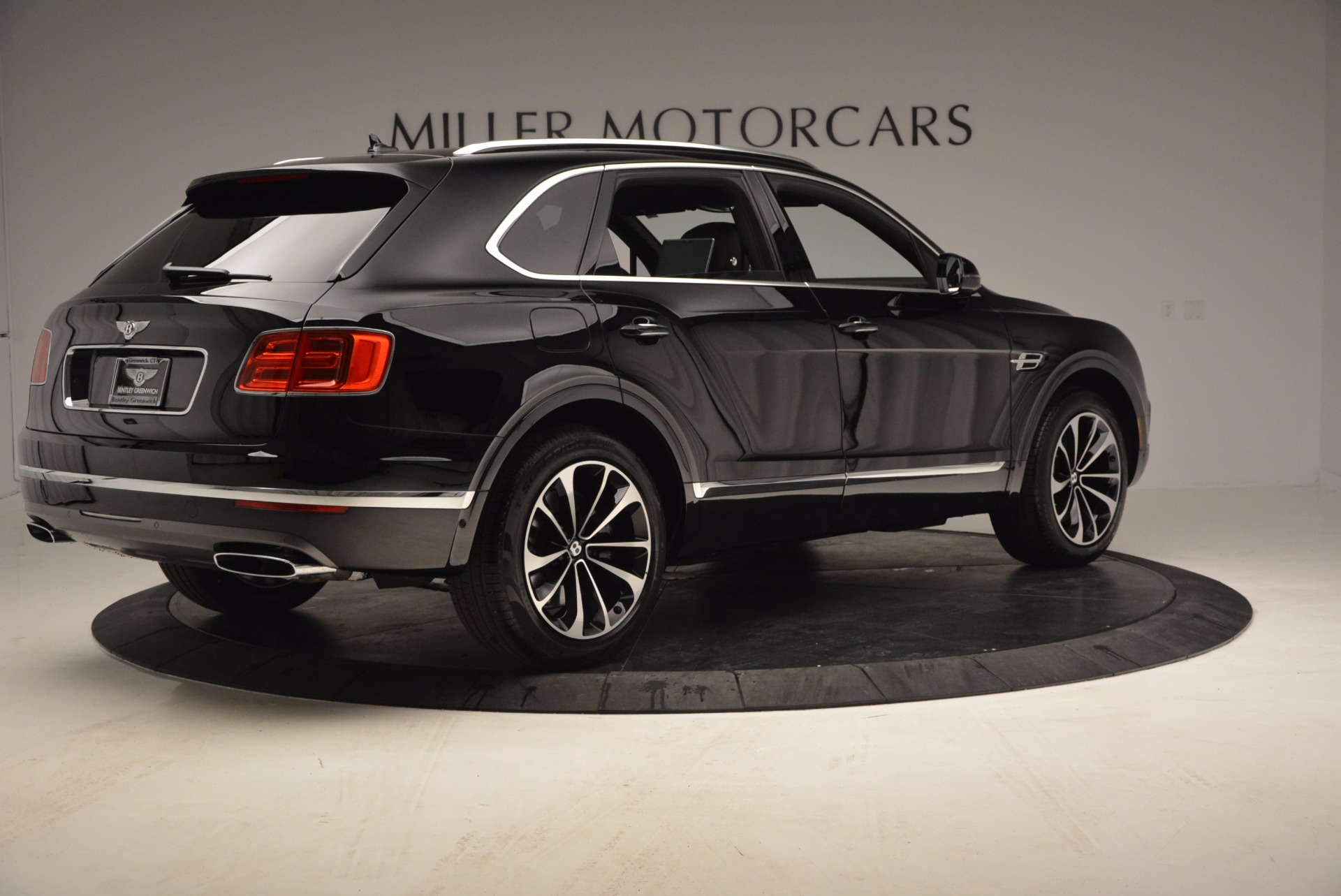 Used 2017 Bentley Bentayga  For Sale In Greenwich, CT. Alfa Romeo of Greenwich, B1210 853_p8