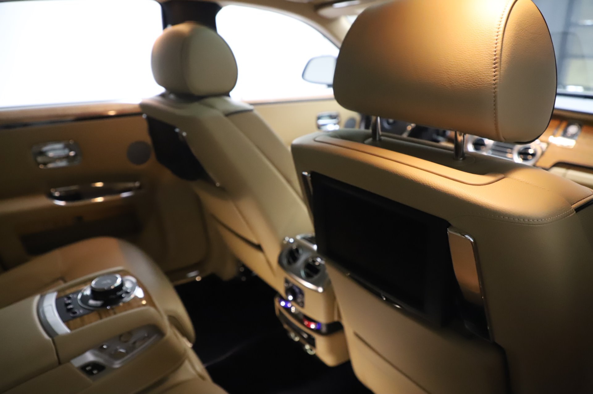 Used 2014 Rolls-Royce Ghost V-Spec For Sale In Greenwich, CT. Alfa Romeo of Greenwich, R389A 858_p16