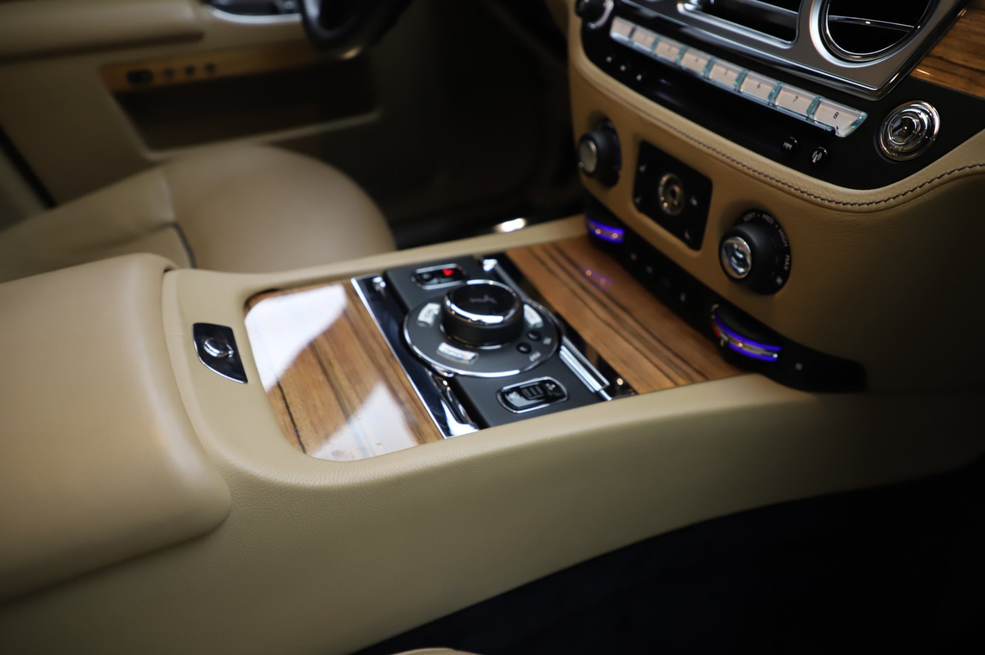 Used 2014 Rolls-Royce Ghost V-Spec For Sale In Greenwich, CT. Alfa Romeo of Greenwich, R389A 858_p18