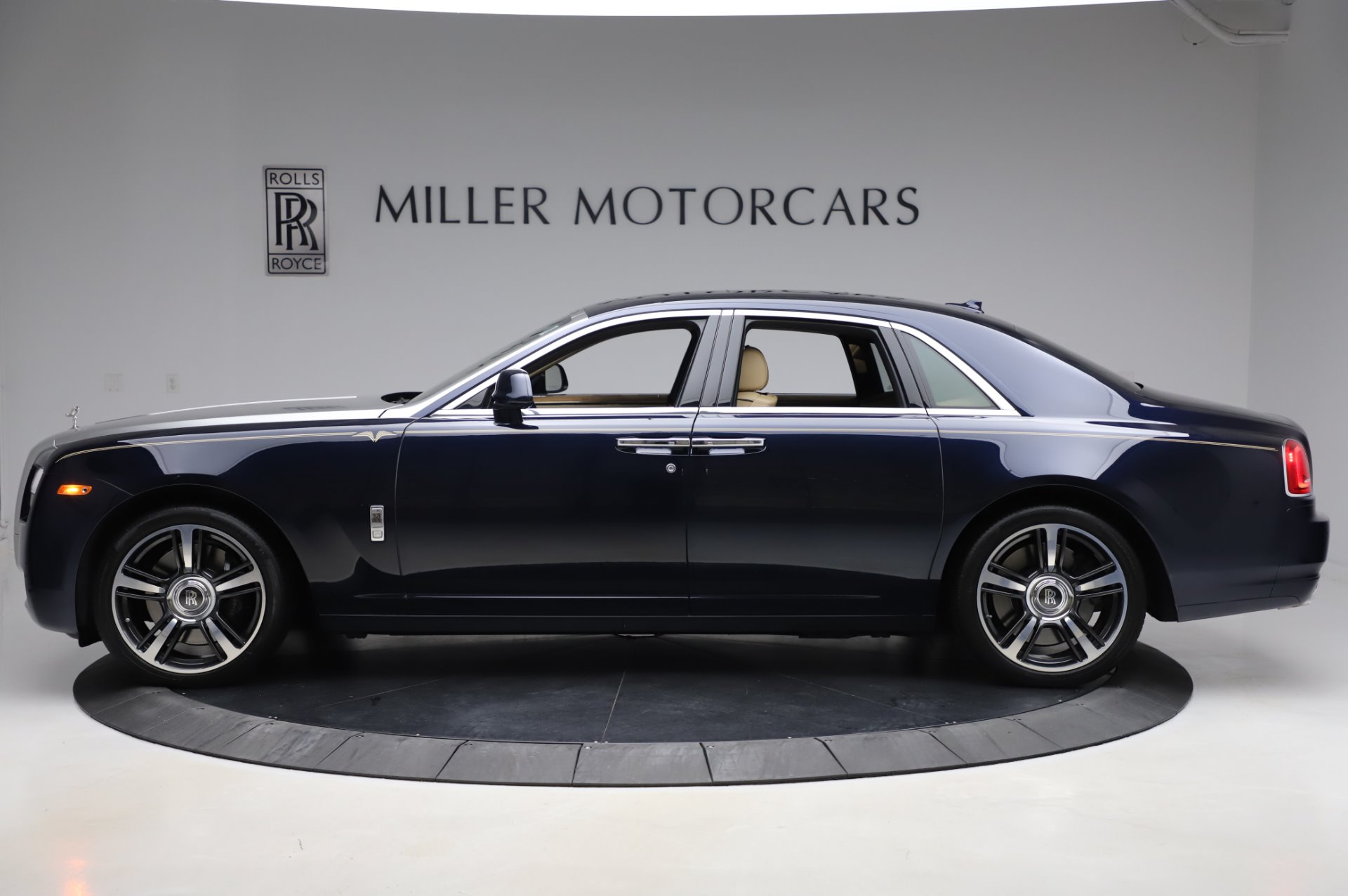 Used 2014 Rolls-Royce Ghost V-Spec For Sale In Greenwich, CT. Alfa Romeo of Greenwich, R389A 858_p3