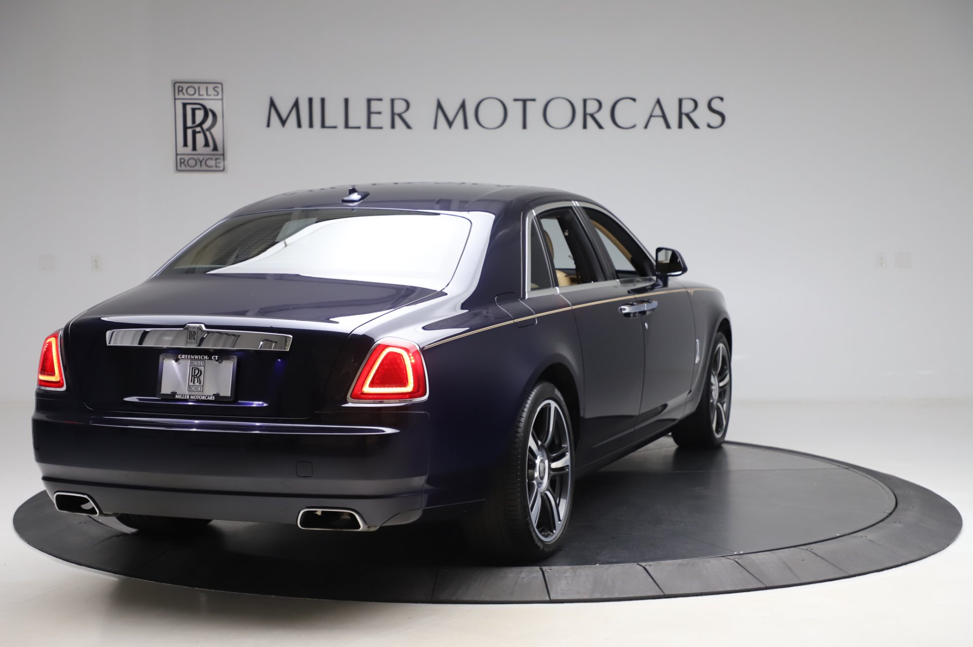 Used 2014 Rolls-Royce Ghost V-Spec For Sale In Greenwich, CT. Alfa Romeo of Greenwich, R389A 858_p6