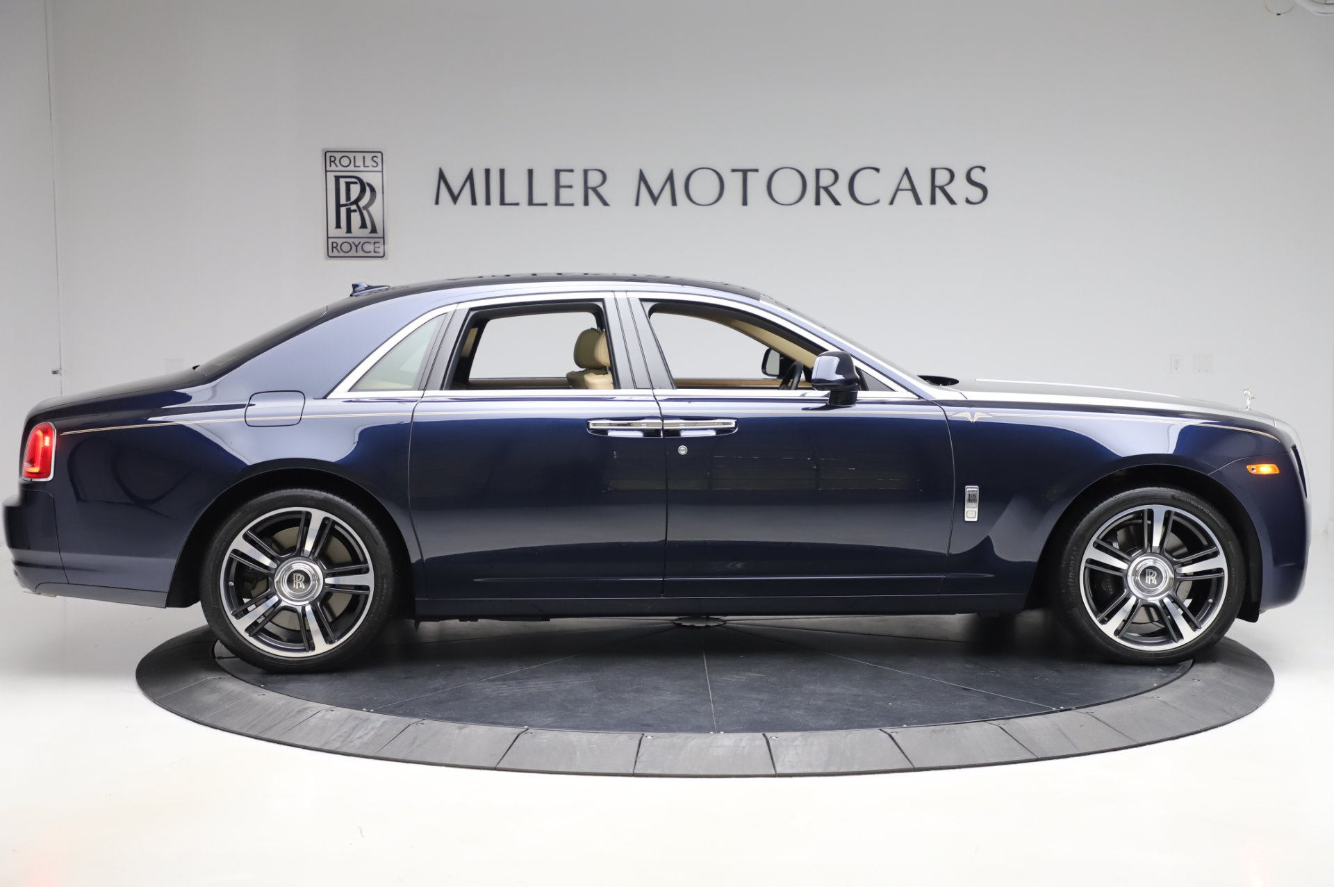 Used 2014 Rolls-Royce Ghost V-Spec For Sale In Greenwich, CT. Alfa Romeo of Greenwich, R389A 858_p7