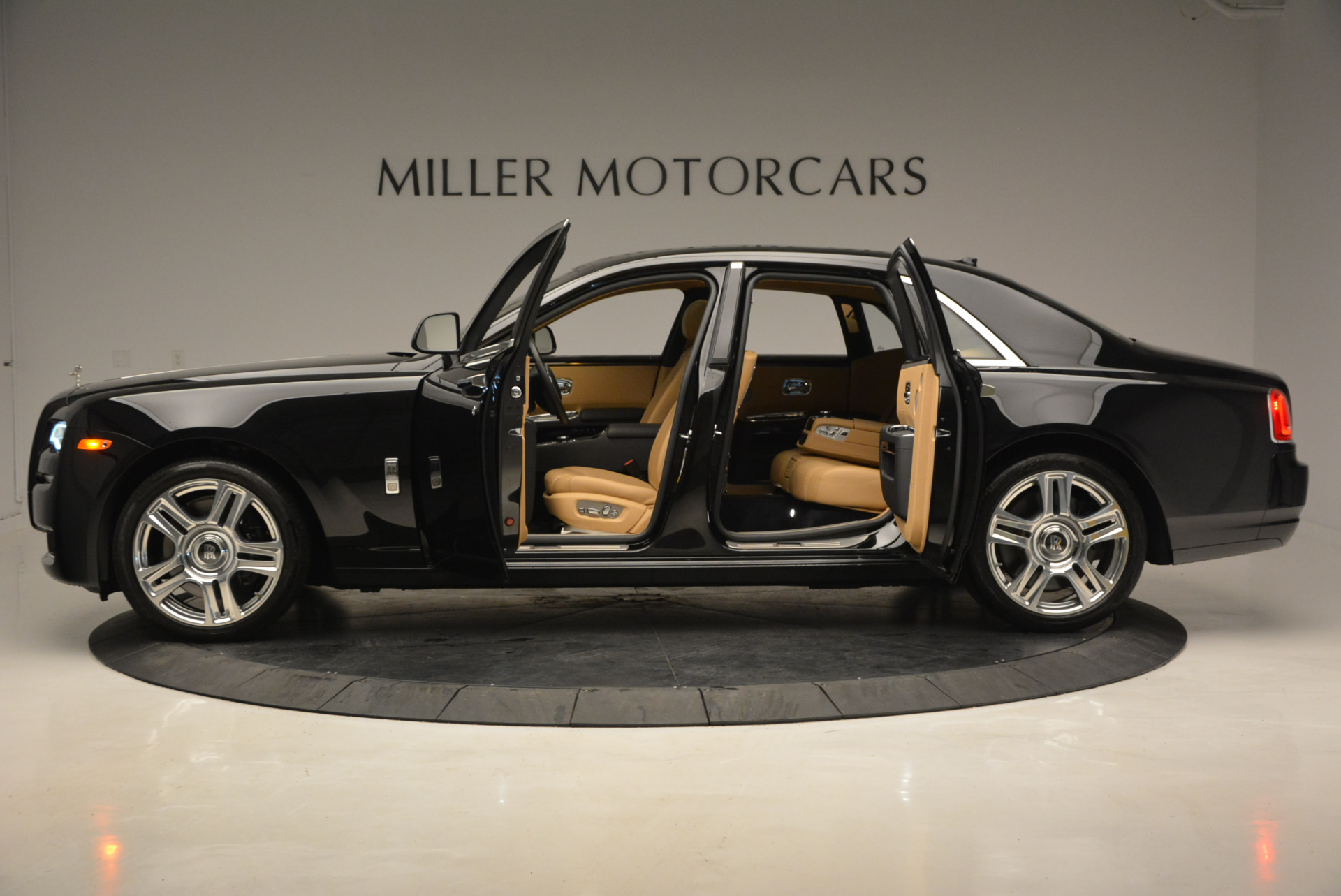 Used 2016 Rolls-Royce Ghost  For Sale In Greenwich, CT. Alfa Romeo of Greenwich, R399 898_p15