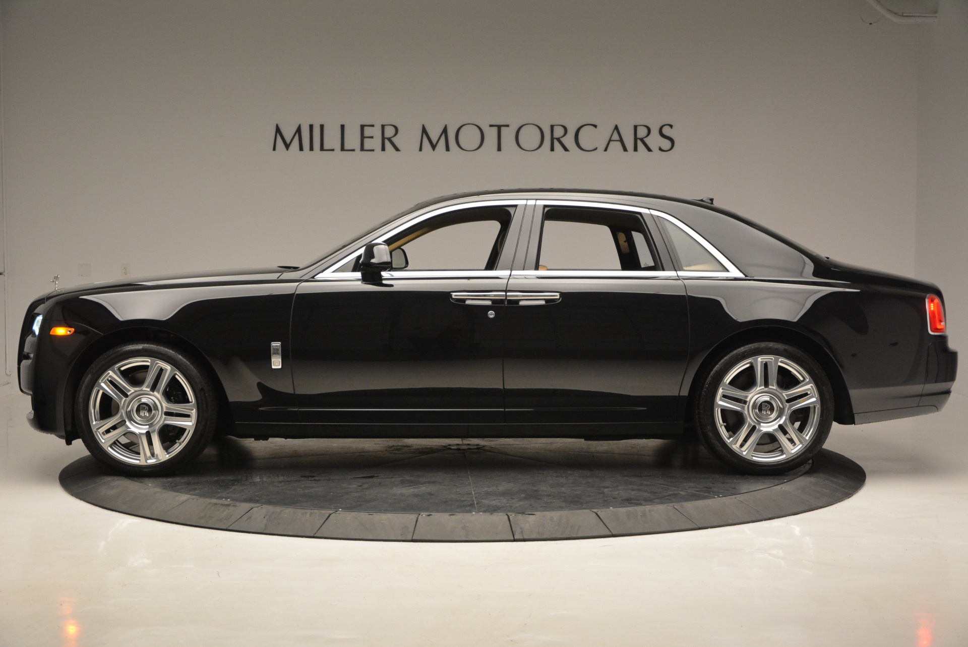 Used 2016 Rolls-Royce Ghost  For Sale In Greenwich, CT. Alfa Romeo of Greenwich, R399 898_p4