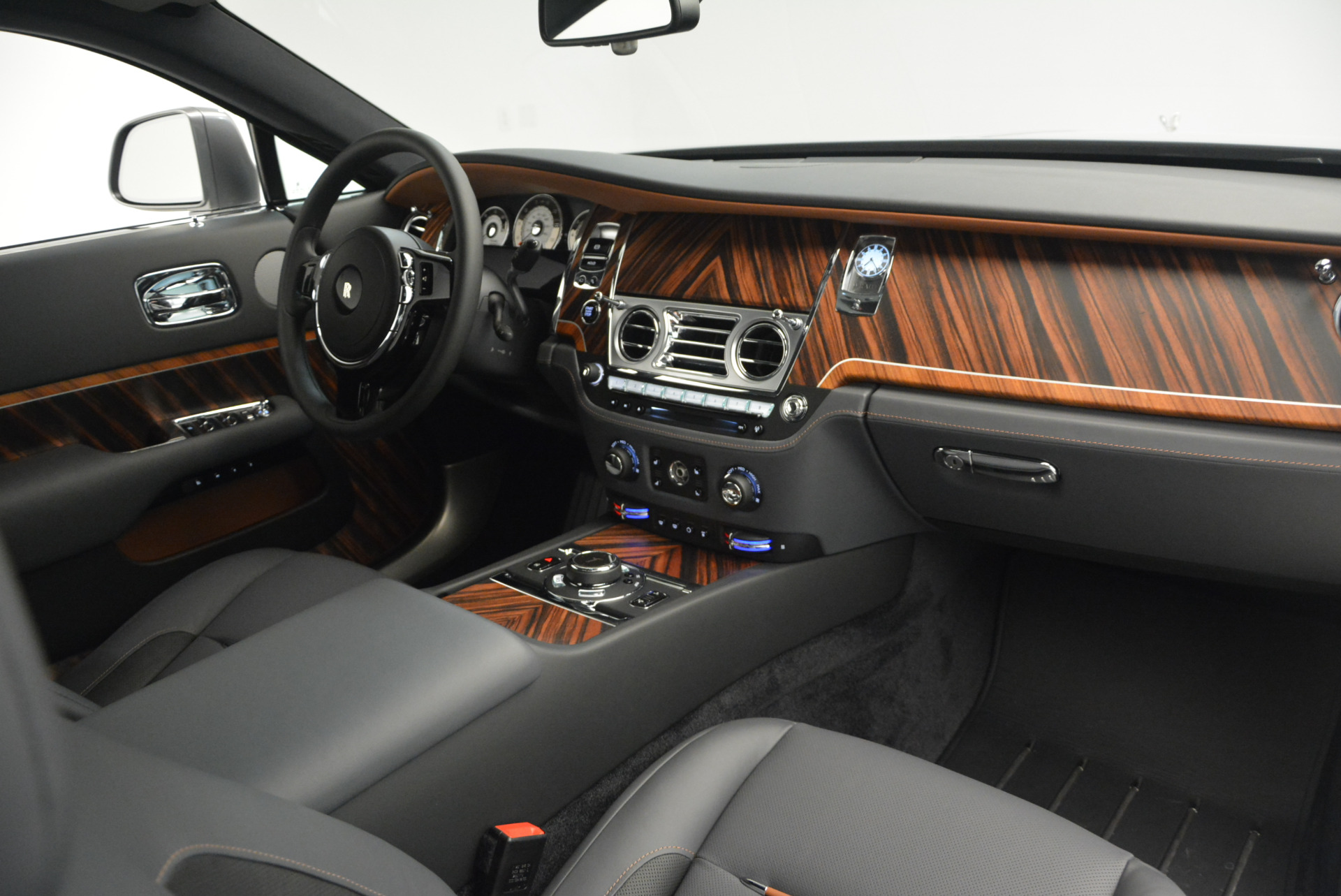 Used 2015 Rolls-Royce Wraith  For Sale In Greenwich, CT. Alfa Romeo of Greenwich, B1217A 906_p26