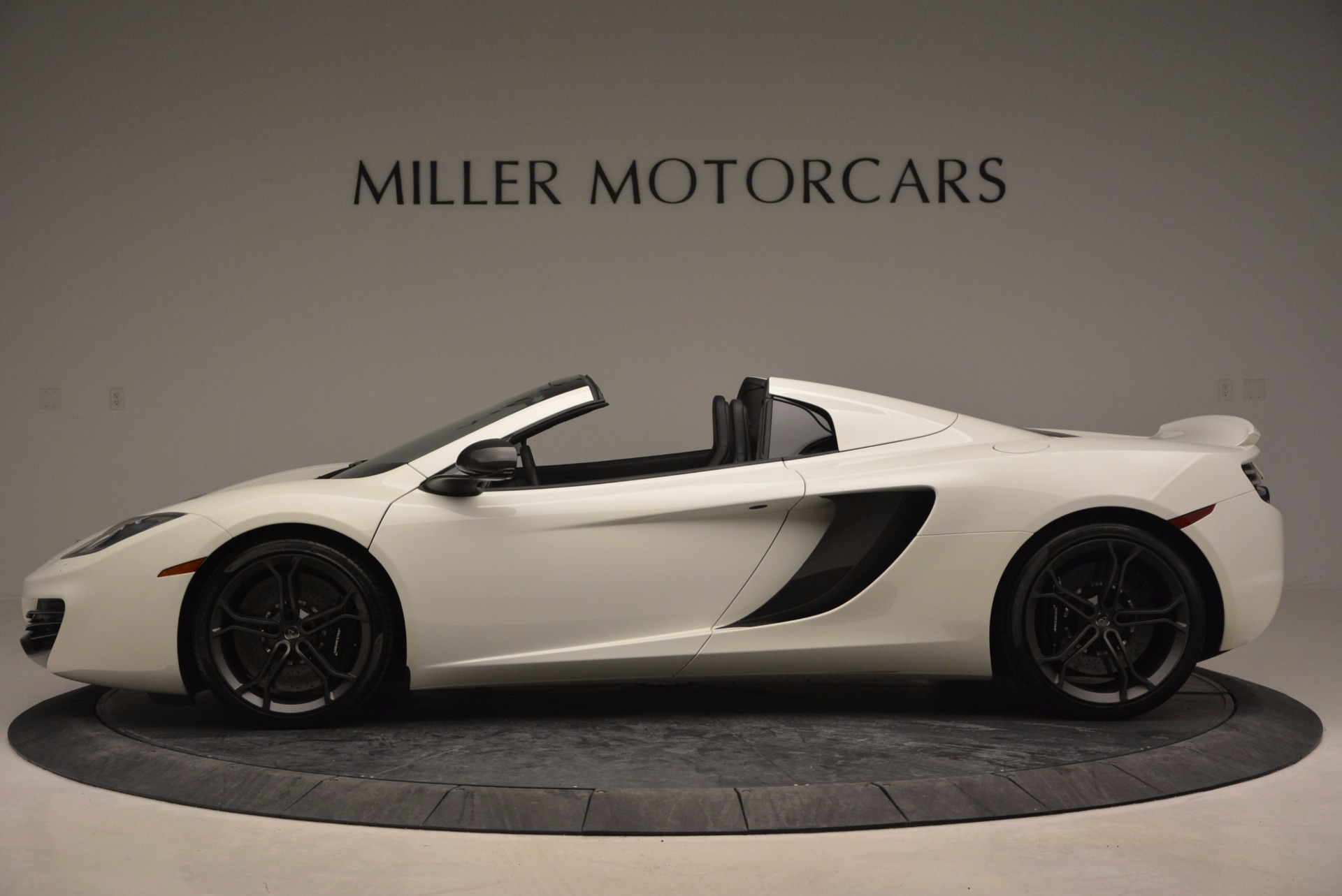 Used 2014 McLaren MP4-12C Spider For Sale In Greenwich, CT. Alfa Romeo of Greenwich, 3136 908_p3