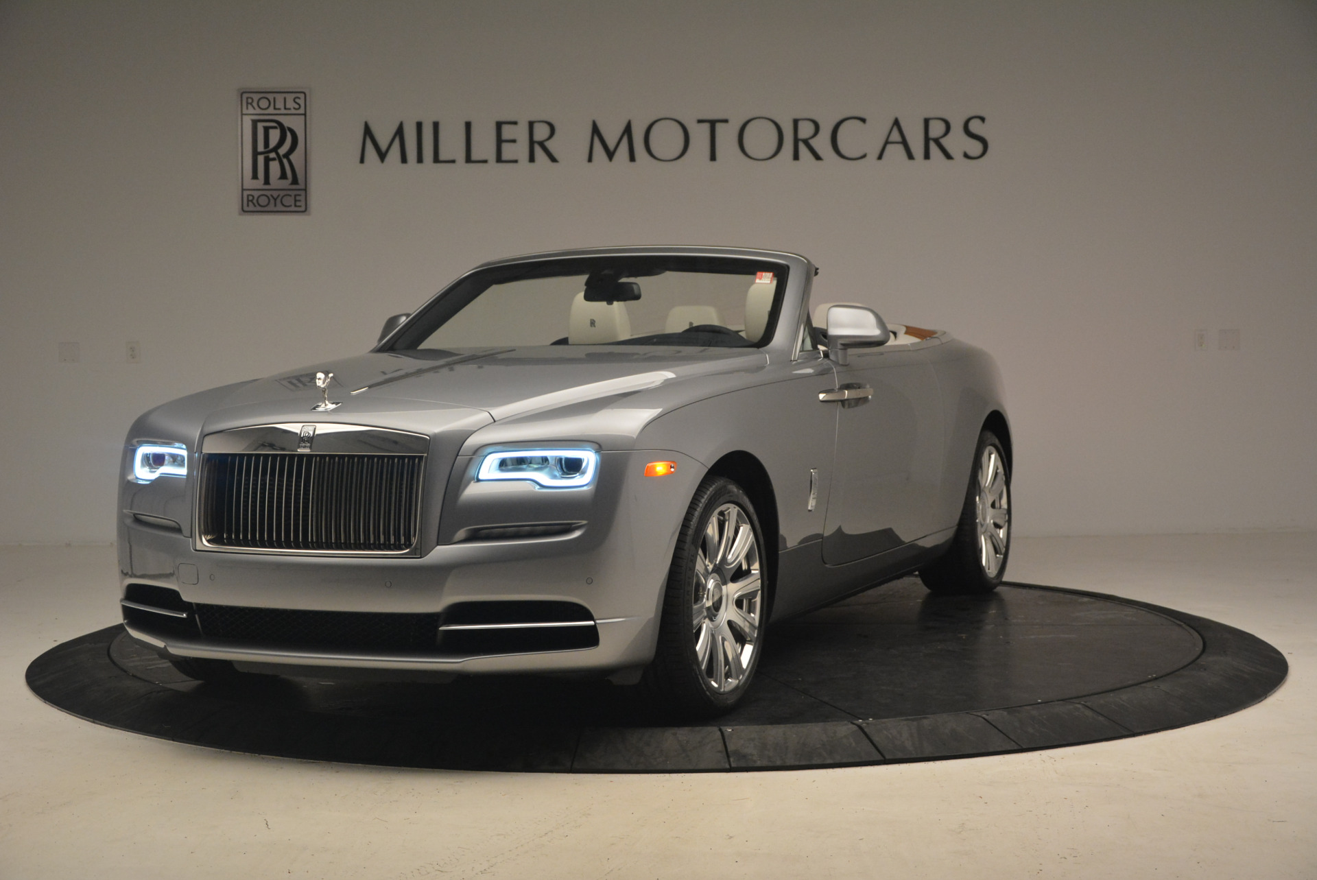 Used 2017 Rolls-Royce Dawn  For Sale In Greenwich, CT. Alfa Romeo of Greenwich, 7535