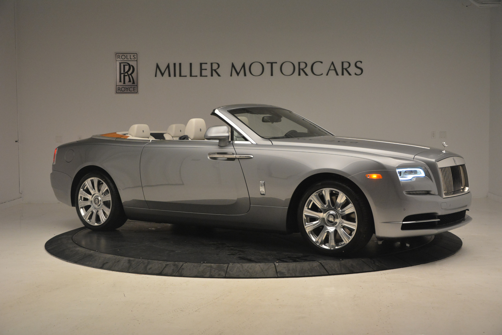 Used 2017 Rolls-Royce Dawn  For Sale In Greenwich, CT. Alfa Romeo of Greenwich, 7535 940_p10