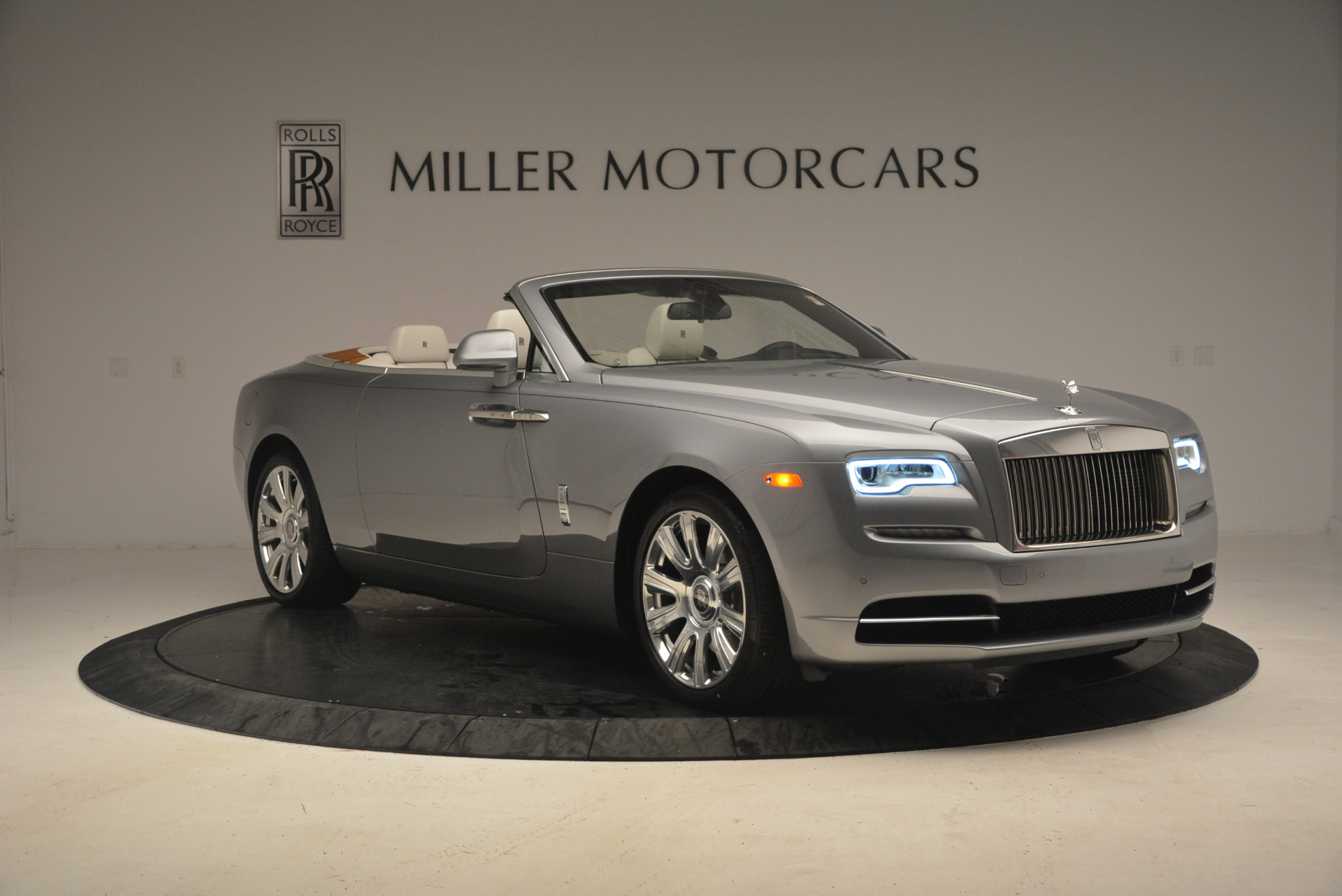 Used 2017 Rolls-Royce Dawn  For Sale In Greenwich, CT. Alfa Romeo of Greenwich, 7535 940_p11