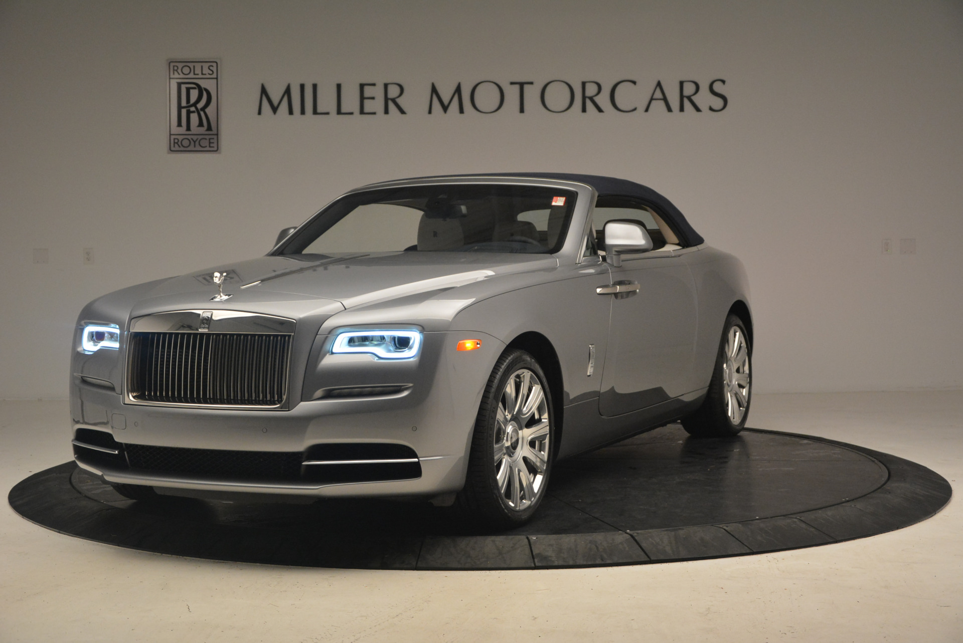 Used 2017 Rolls-Royce Dawn  For Sale In Greenwich, CT. Alfa Romeo of Greenwich, 7535 940_p13