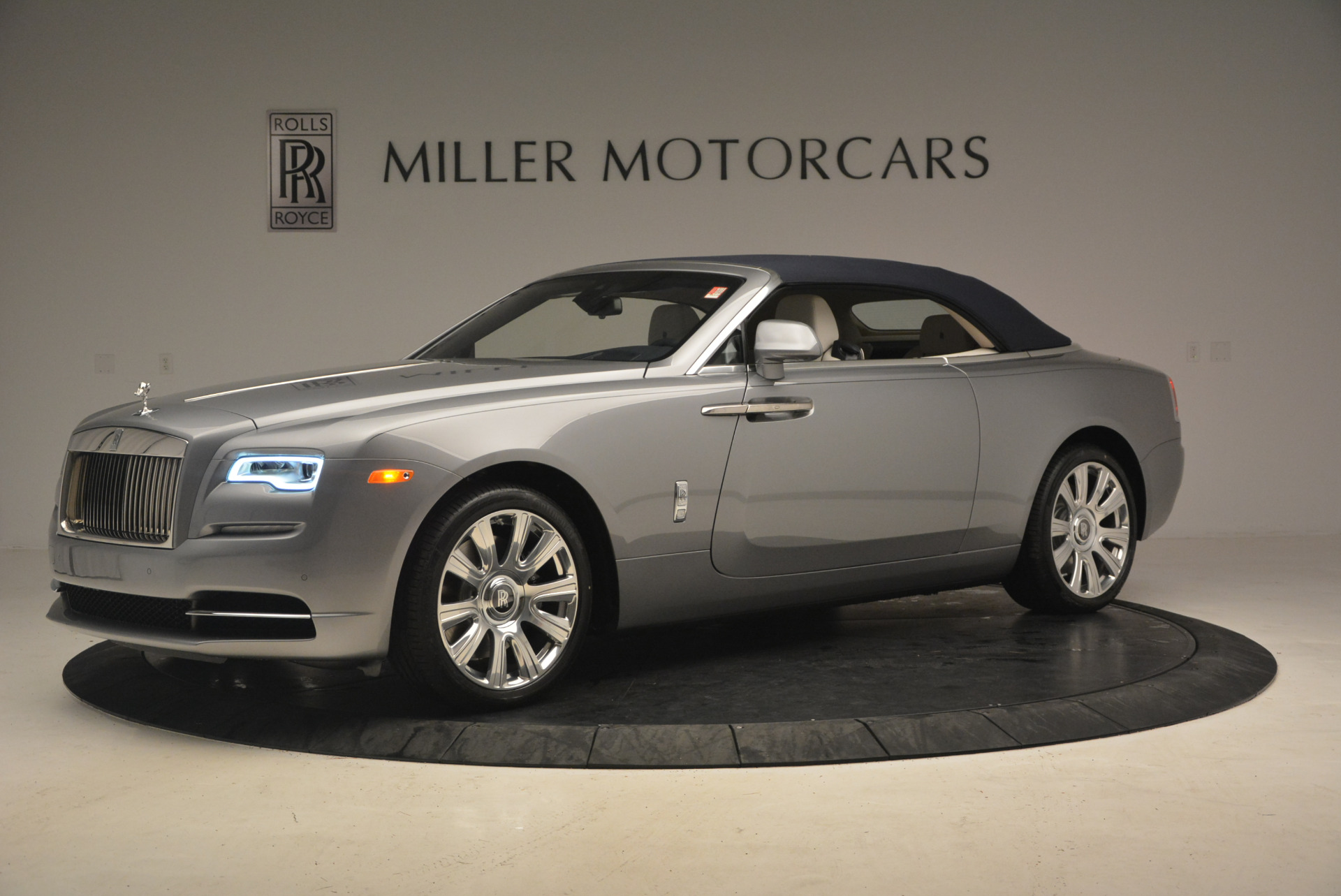 Used 2017 Rolls-Royce Dawn  For Sale In Greenwich, CT. Alfa Romeo of Greenwich, 7535 940_p14