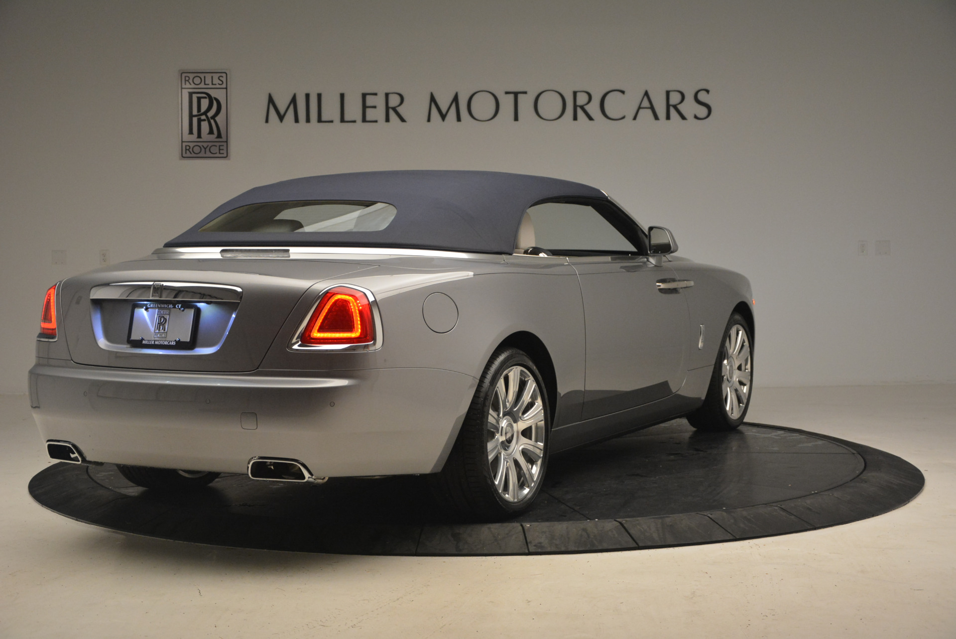 Used 2017 Rolls-Royce Dawn  For Sale In Greenwich, CT. Alfa Romeo of Greenwich, 7535 940_p19