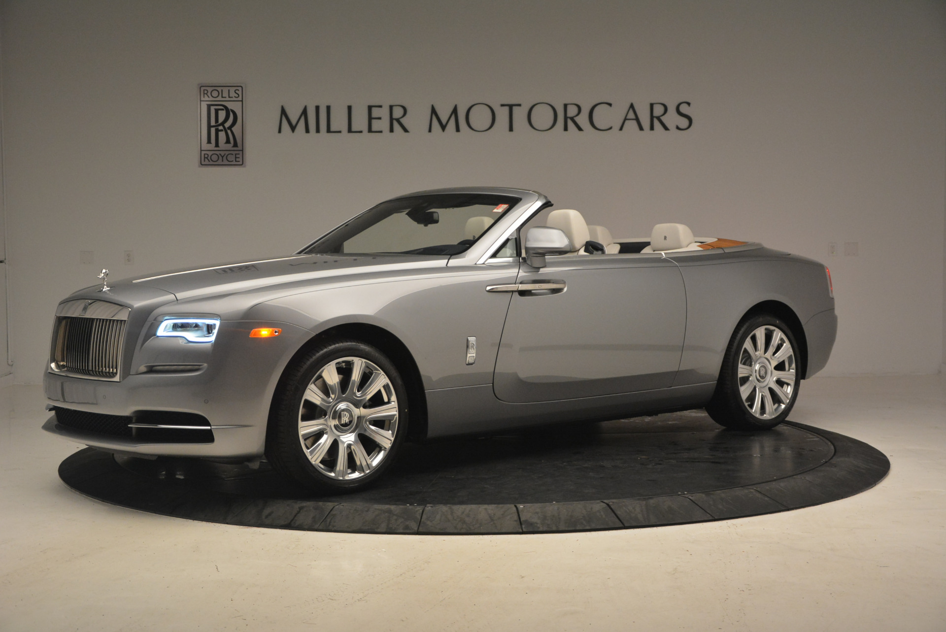 Used 2017 Rolls-Royce Dawn  For Sale In Greenwich, CT. Alfa Romeo of Greenwich, 7535 940_p2
