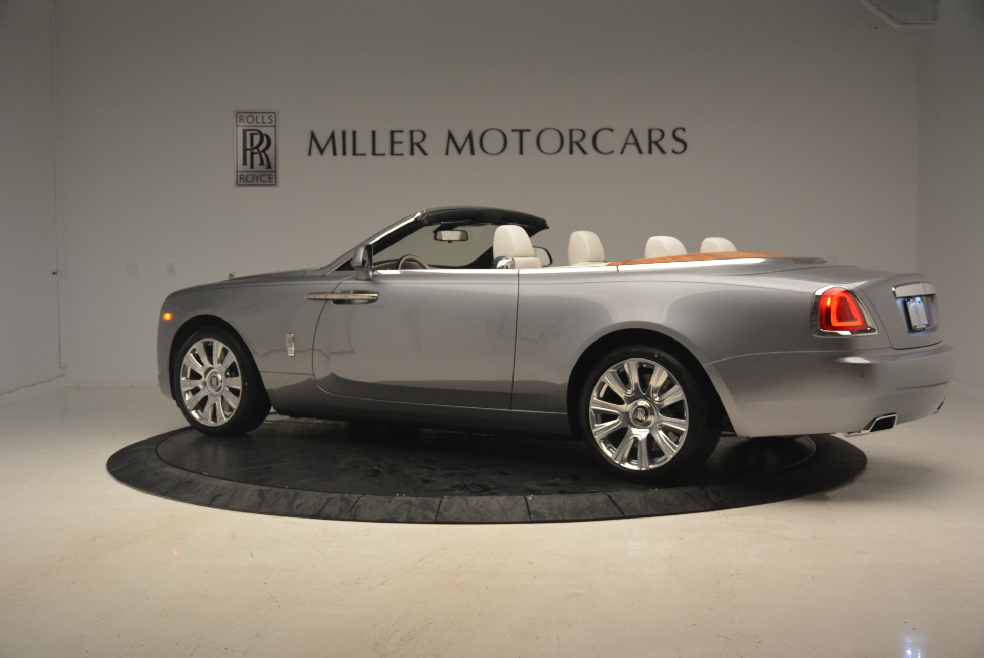 Used 2017 Rolls-Royce Dawn  For Sale In Greenwich, CT. Alfa Romeo of Greenwich, 7535 940_p4