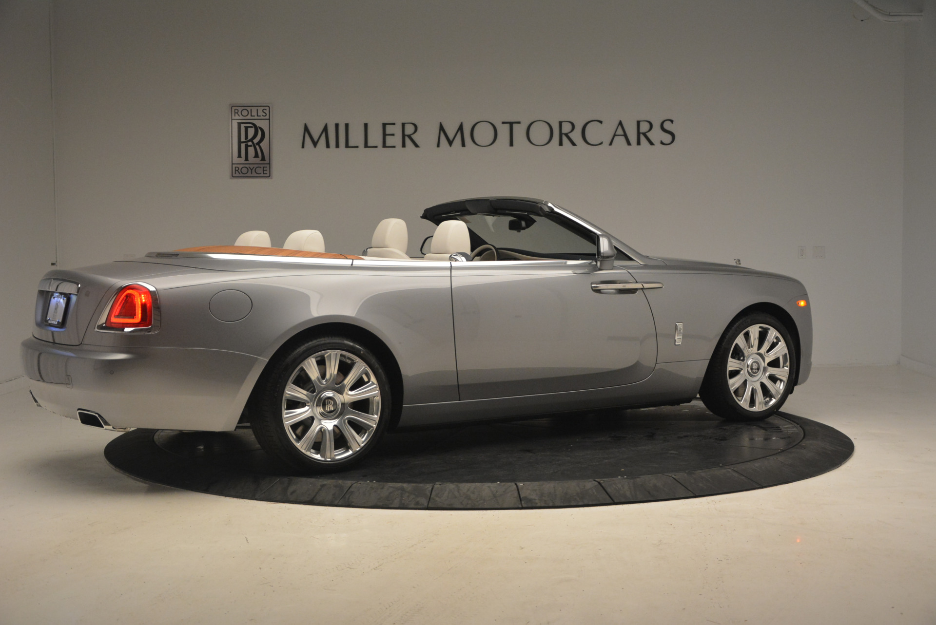 Used 2017 Rolls-Royce Dawn  For Sale In Greenwich, CT. Alfa Romeo of Greenwich, 7535 940_p8