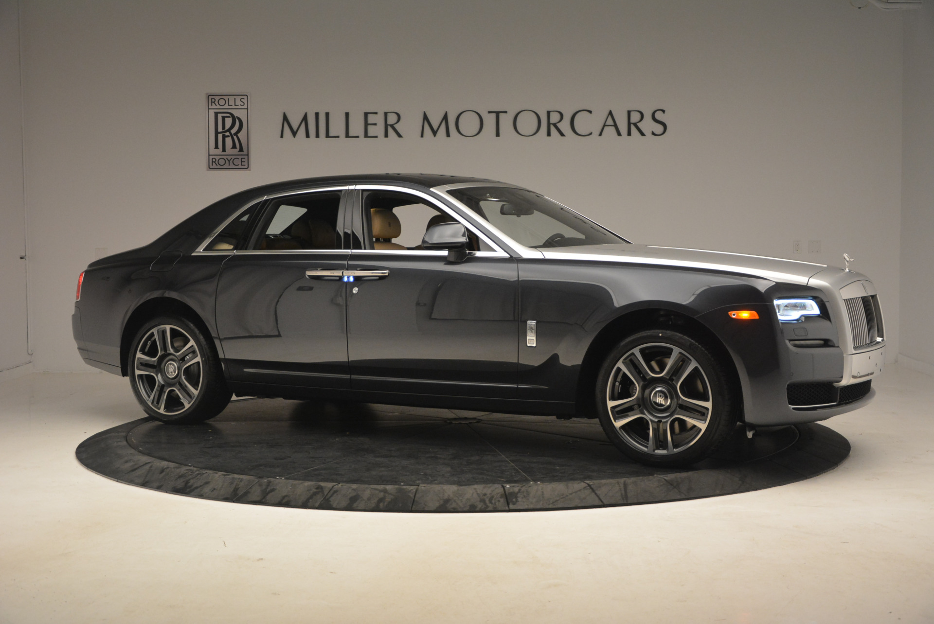 Used 2017 Rolls-Royce Ghost  For Sale In Greenwich, CT. Alfa Romeo of Greenwich, R419 954_p10