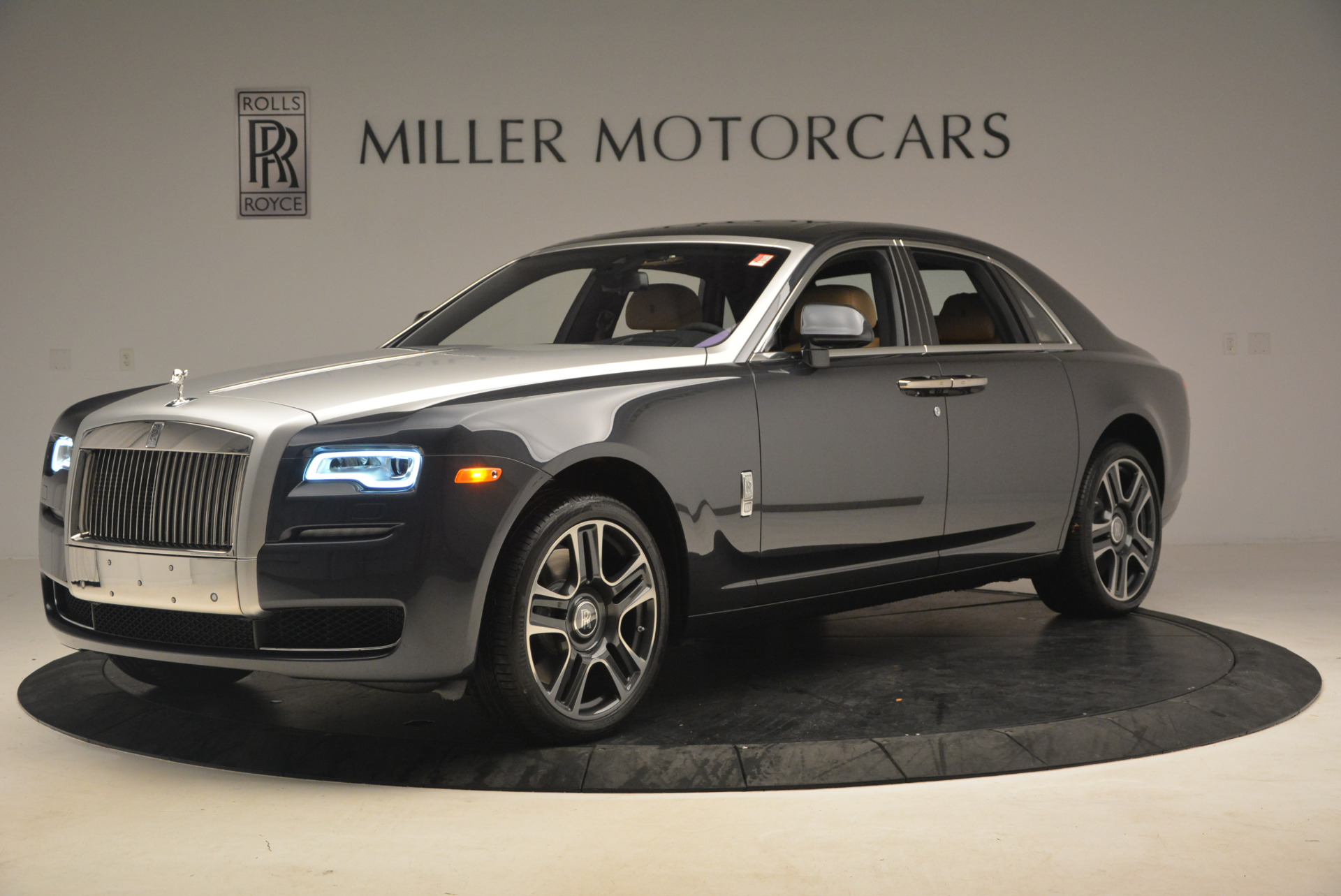 Used 2017 Rolls-Royce Ghost  For Sale In Greenwich, CT. Alfa Romeo of Greenwich, R419 954_p2