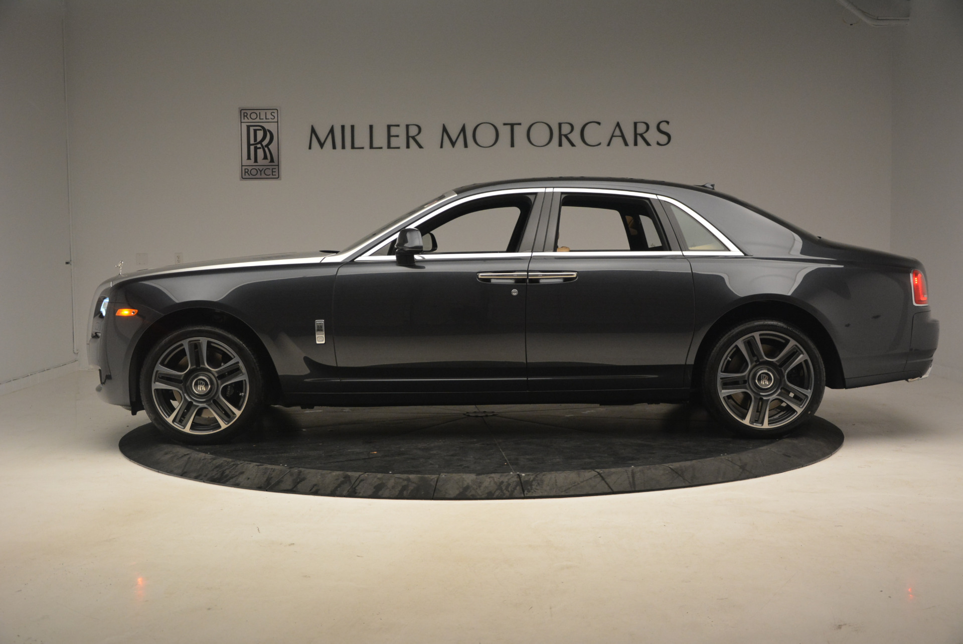 Used 2017 Rolls-Royce Ghost  For Sale In Greenwich, CT. Alfa Romeo of Greenwich, R419 954_p3