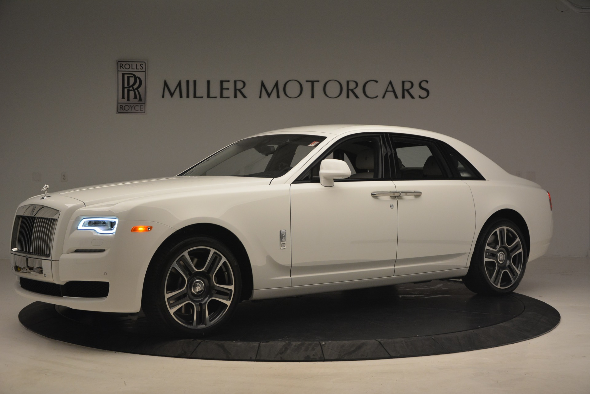 Used 2017 Rolls-Royce Ghost  For Sale In Greenwich, CT. Alfa Romeo of Greenwich, R427 971_p2