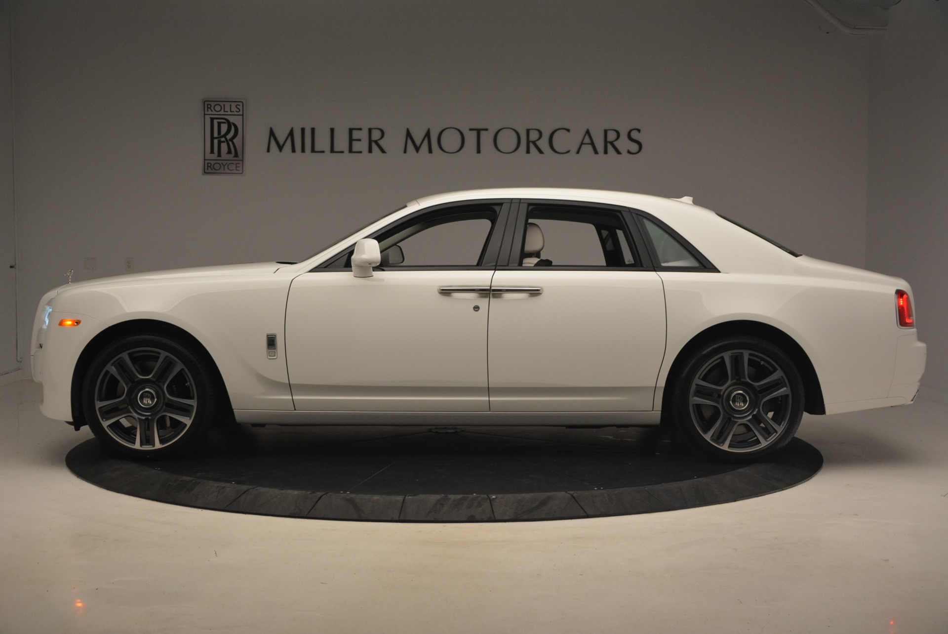 Used 2017 Rolls-Royce Ghost  For Sale In Greenwich, CT. Alfa Romeo of Greenwich, R427 971_p3