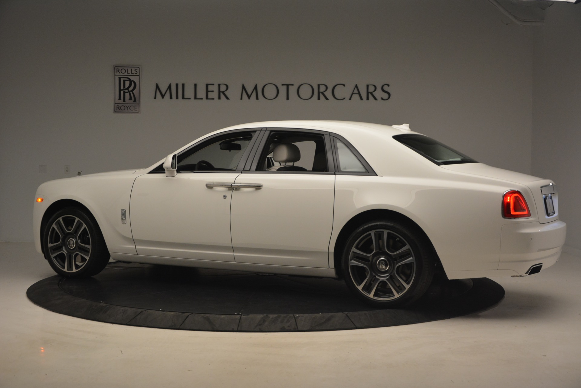 Used 2017 Rolls-Royce Ghost  For Sale In Greenwich, CT. Alfa Romeo of Greenwich, R427 971_p4