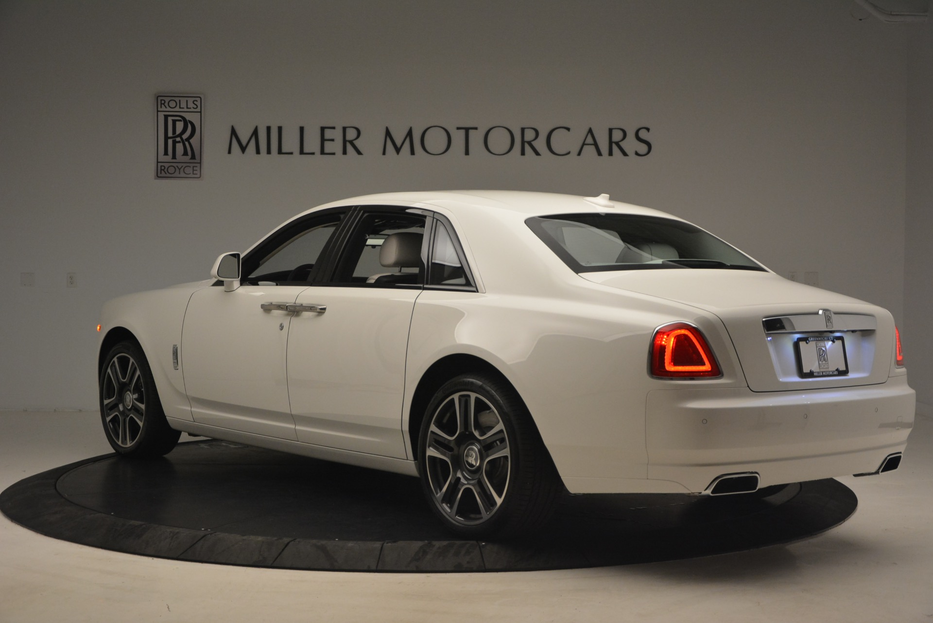 Used 2017 Rolls-Royce Ghost  For Sale In Greenwich, CT. Alfa Romeo of Greenwich, R427 971_p5