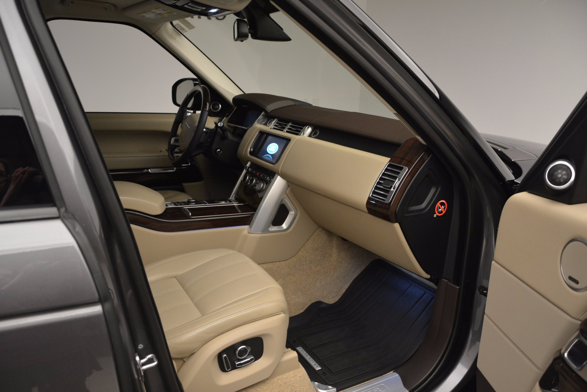 Used 2016 Land Rover Range Rover HSE TD6 For Sale In Greenwich, CT. Alfa Romeo of Greenwich, 7166 999_p30