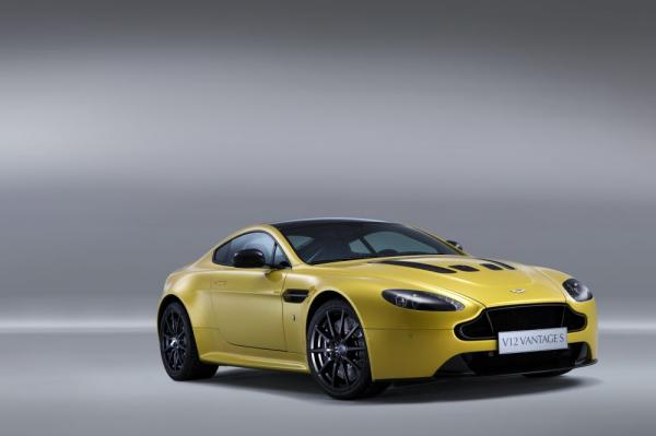 New 2017 Aston Martin V12 Vantage S for sale Sold at Alfa Romeo of Greenwich in Greenwich CT 06830 3