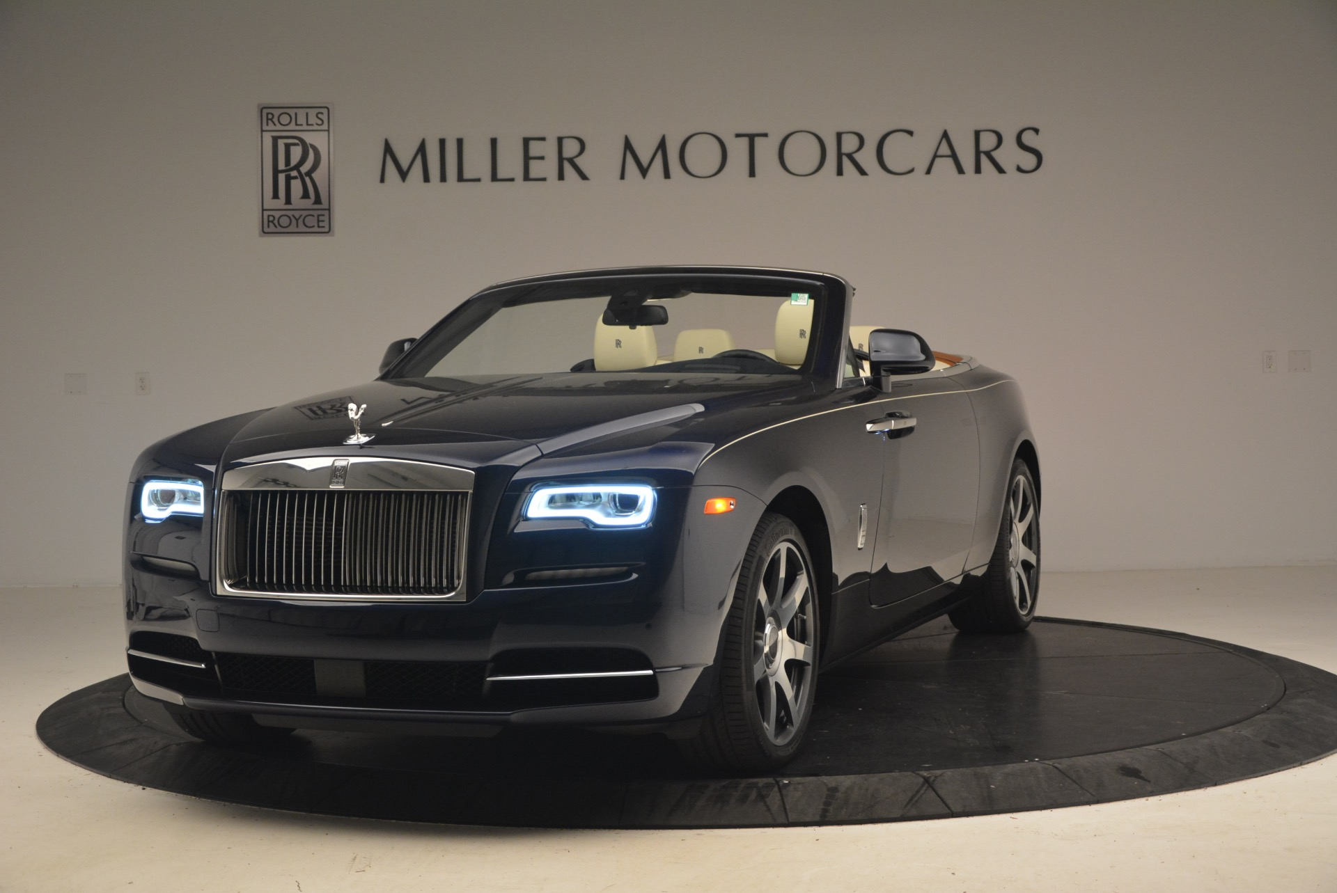 Used 2017 Rolls-Royce Dawn for sale $239,900 at Alfa Romeo of Greenwich in Greenwich CT 06830 1