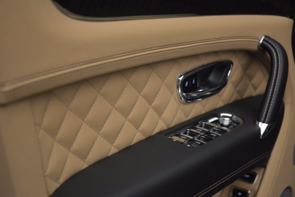 Used 2017 Bentley Bentayga for sale Sold at Alfa Romeo of Greenwich in Greenwich CT 06830 26