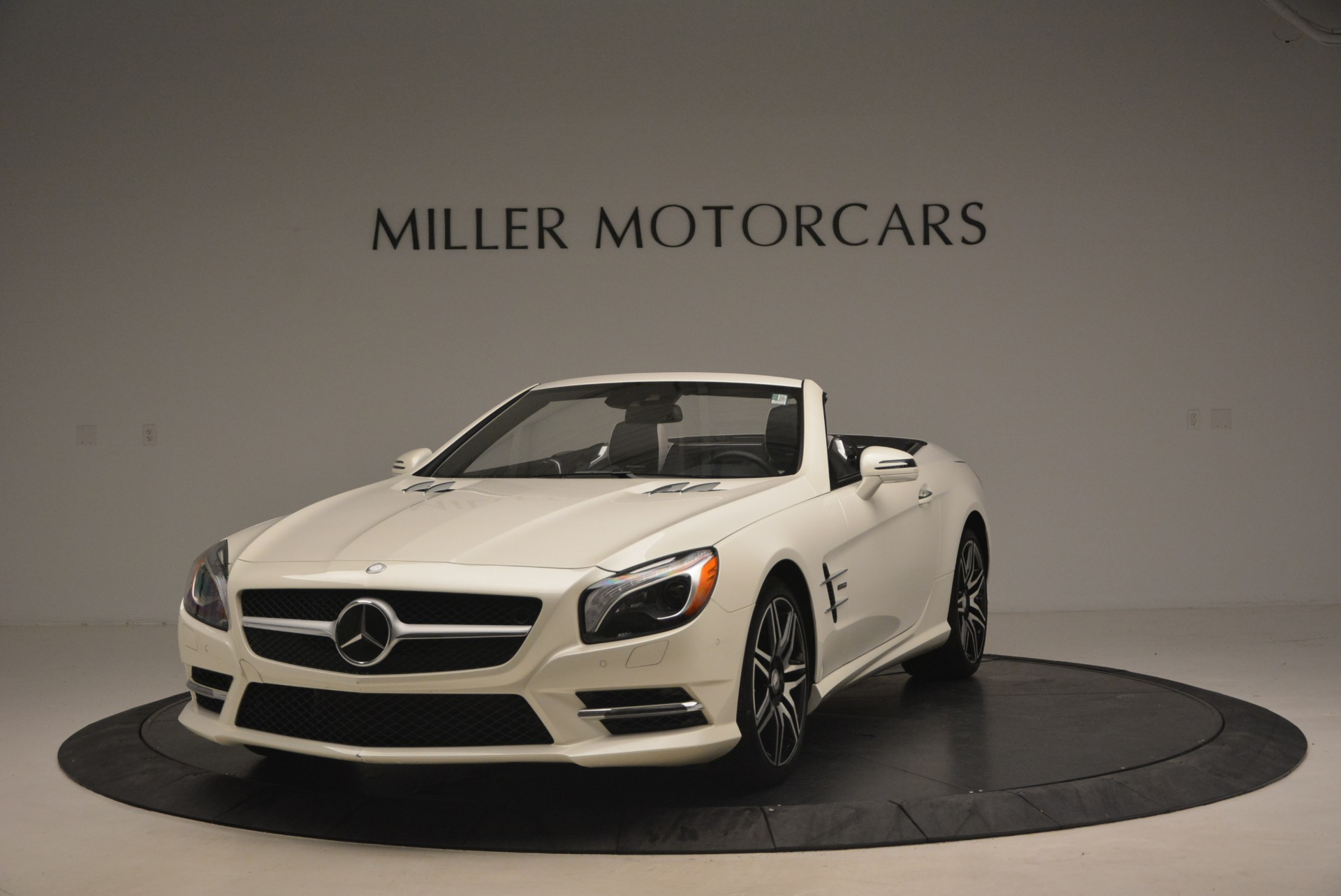 Used 2015 Mercedes Benz SL-Class SL 550 for sale Sold at Alfa Romeo of Greenwich in Greenwich CT 06830 1