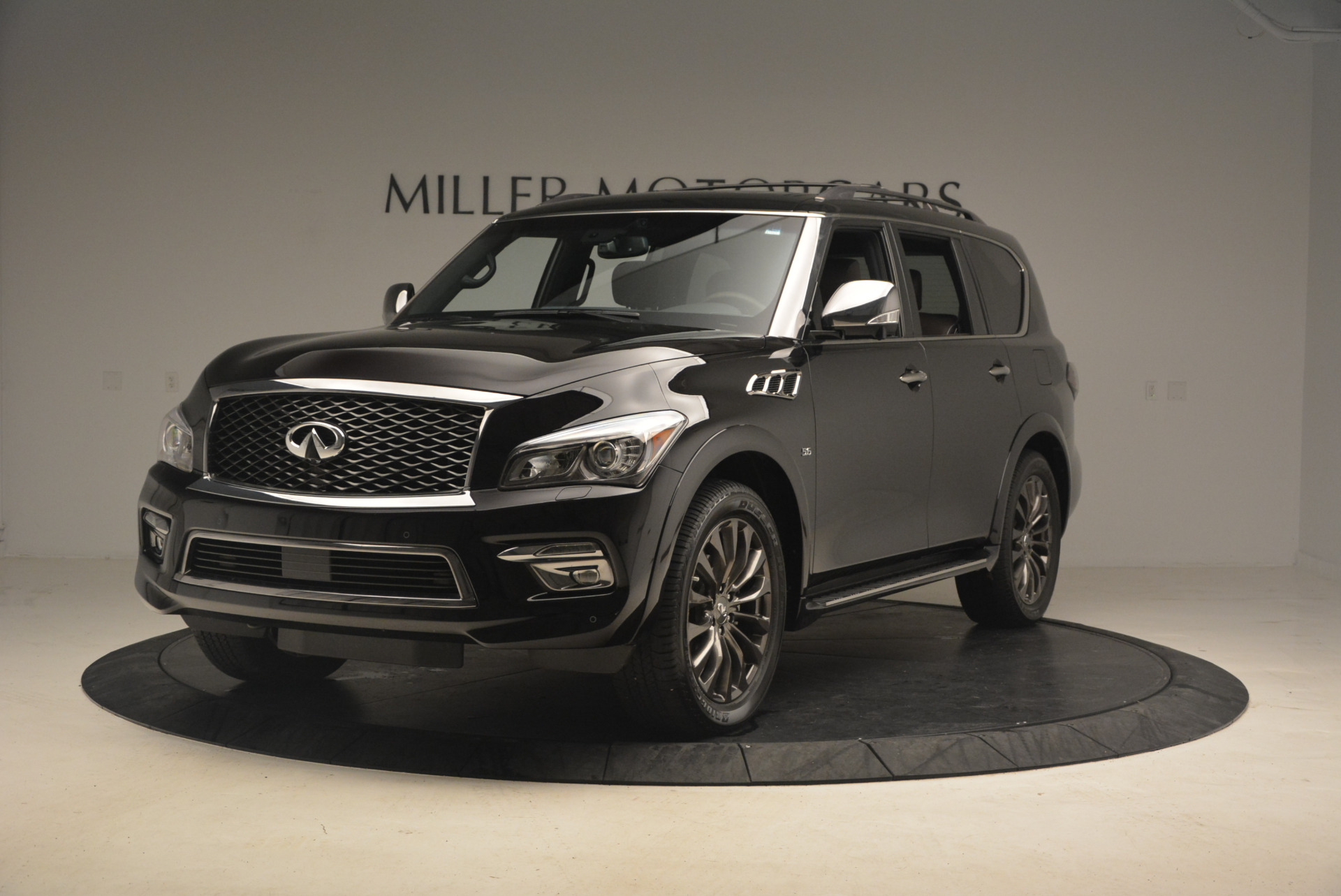 Used 2015 INFINITI QX80 Limited 4WD for sale Sold at Alfa Romeo of Greenwich in Greenwich CT 06830 1