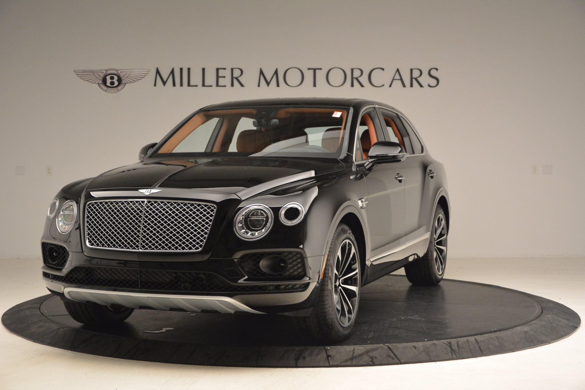 Used 2018 Bentley Bentayga Onyx Edition for sale $149,900 at Alfa Romeo of Greenwich in Greenwich CT 06830 1